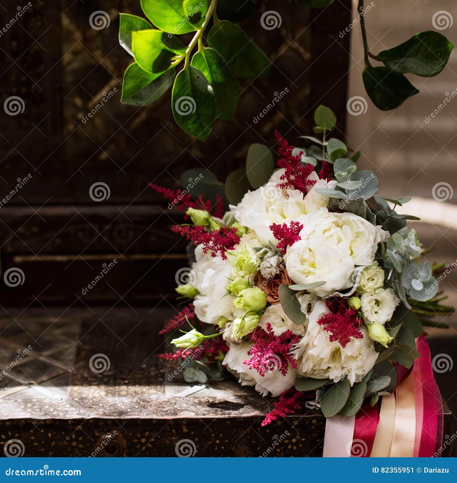 composition florale en mariage, belle lumière image stock - image du