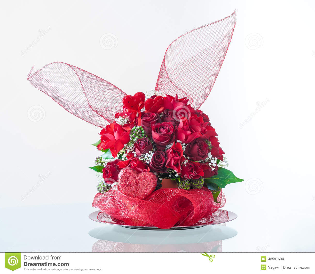 Composition florale en saint valentin photo stock image 43591604 for Comcomposition florale saint valentin