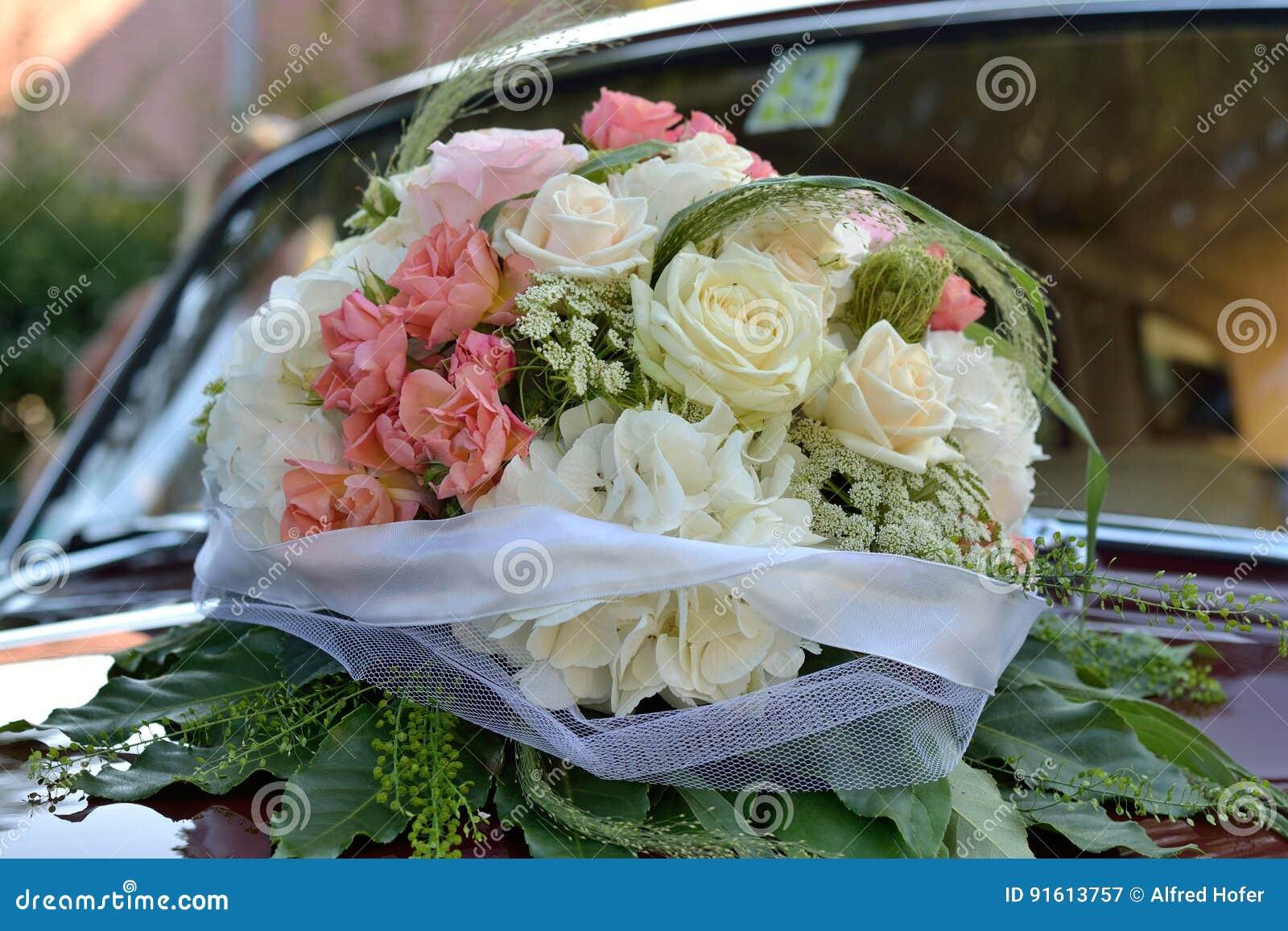 Composition Florale Sur La Voiture De Mariage Image Stock Image Du