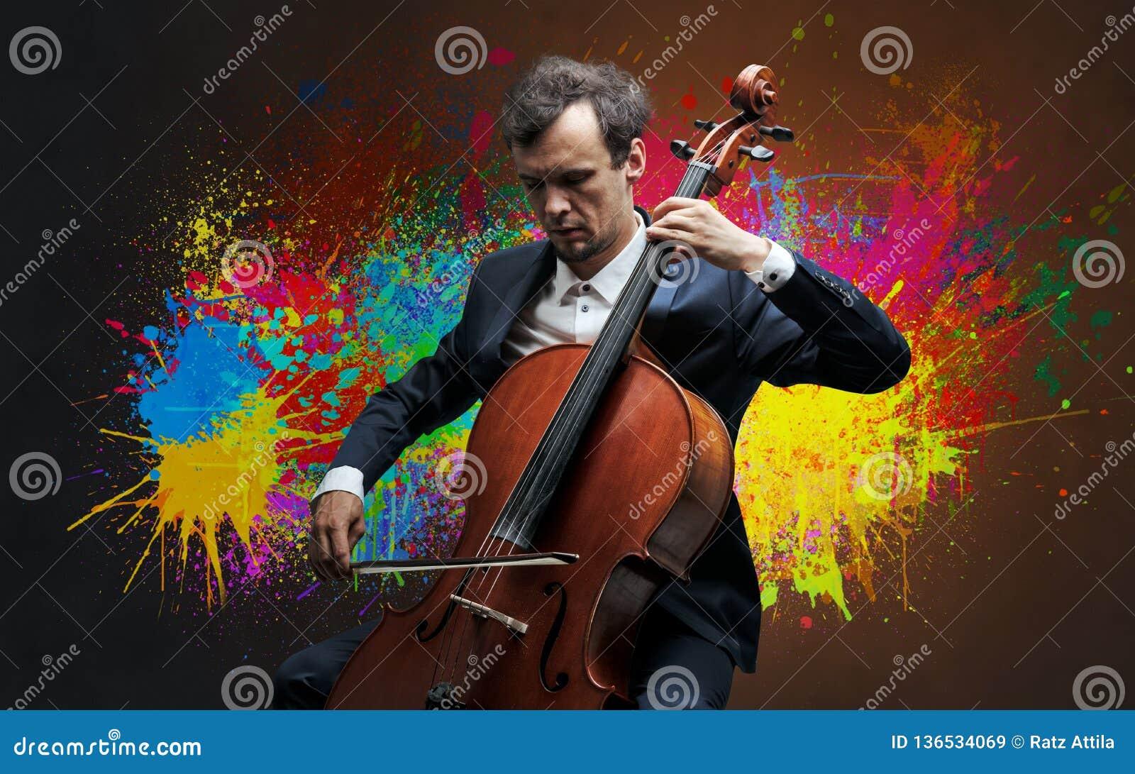 Compositor con la mancha y su violoncelo