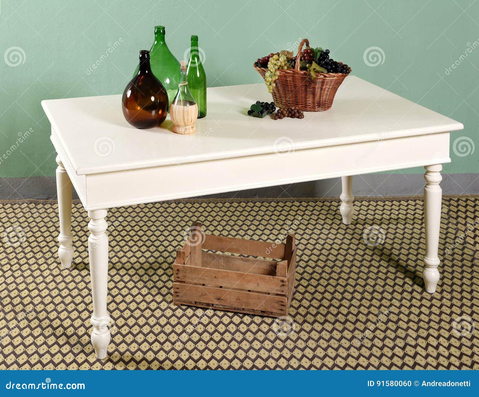 Composizione Bianca Nella Decorazione Del Tavolo Da Cucina Fotografia Stock Immagine Di Tabella Legno 91580060