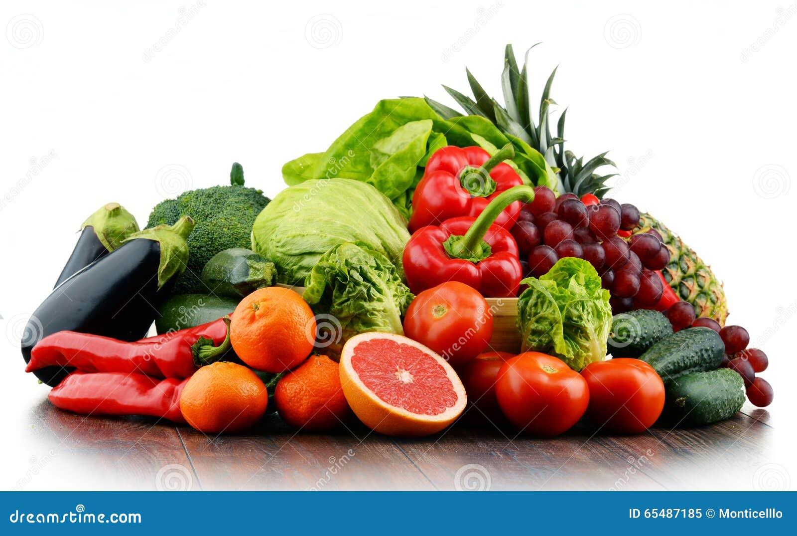 Composizione con variet di ortaggi freschi e di frutta for Decorazioni con verdure e ortaggi