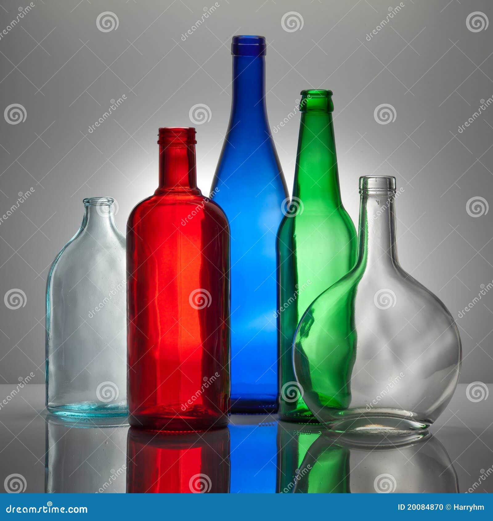 Composizione dalle bottiglie di vetro di colore fotografia - Bottiglie vetro decorate ...
