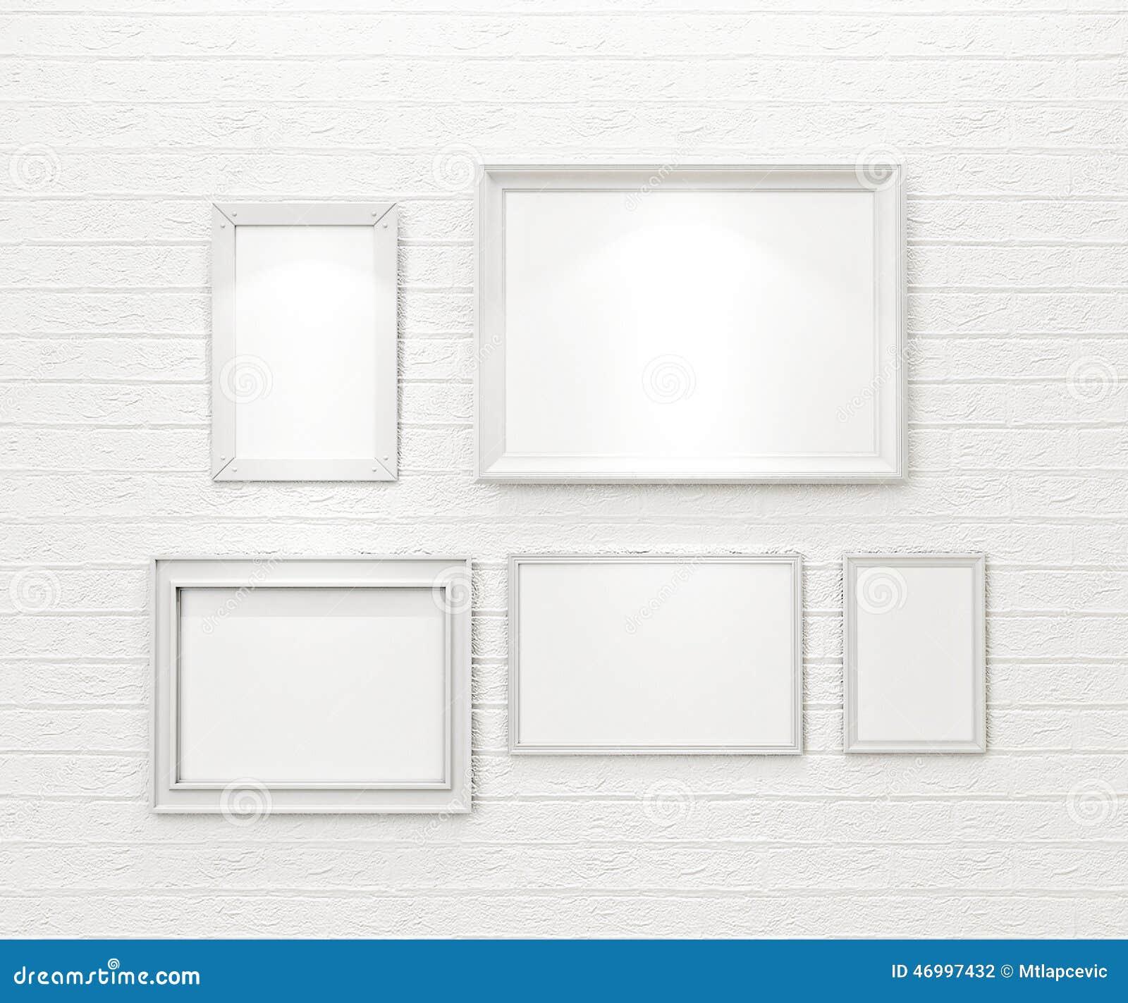 composizione delle cornici in bianco bianche sul muro di