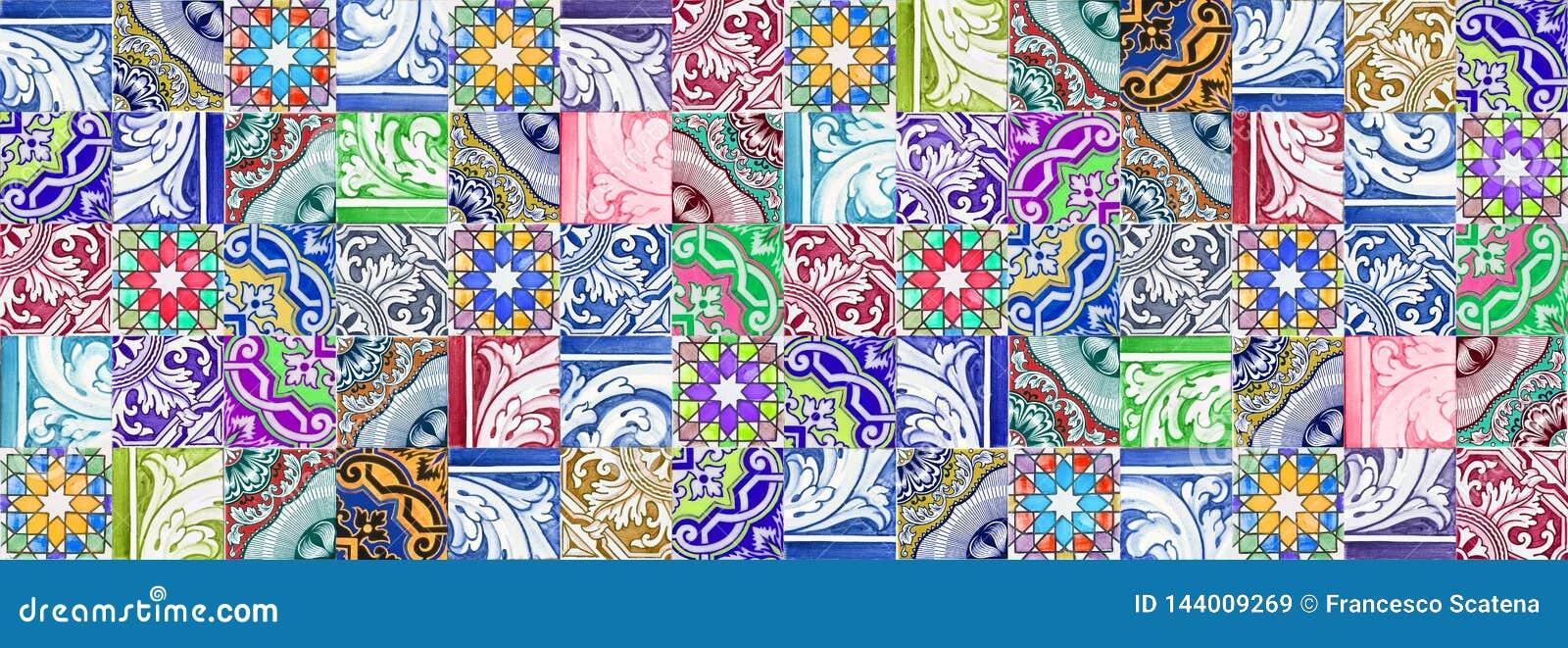 Composizione delle decorazioni portoghesi tipiche con le piastrelle di ceramica colorate chiamate - azulejos- è una struttura sen