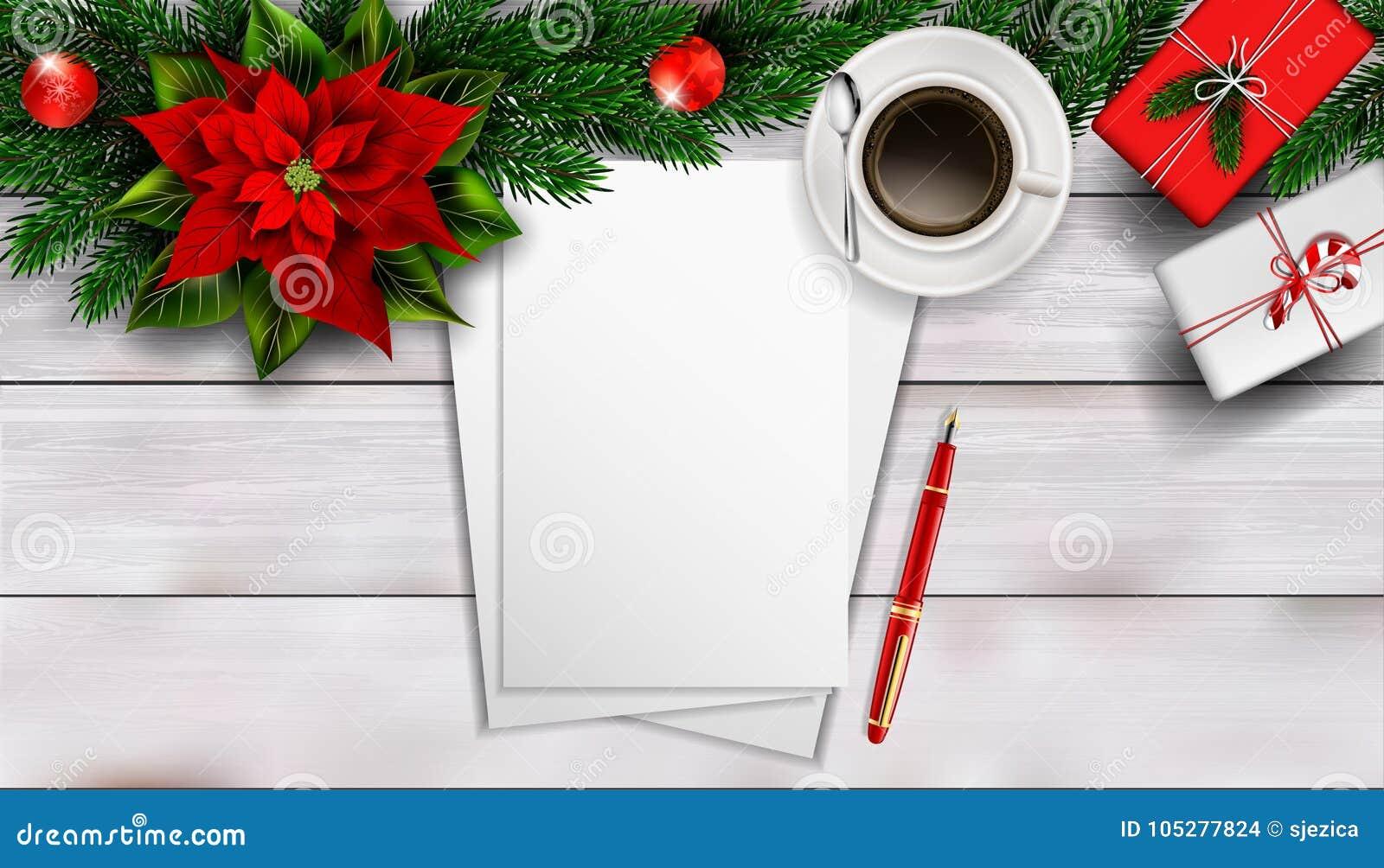 Composizione in Natale sulla tavola di legno bianca con il peper in bianco del pezzo per testo