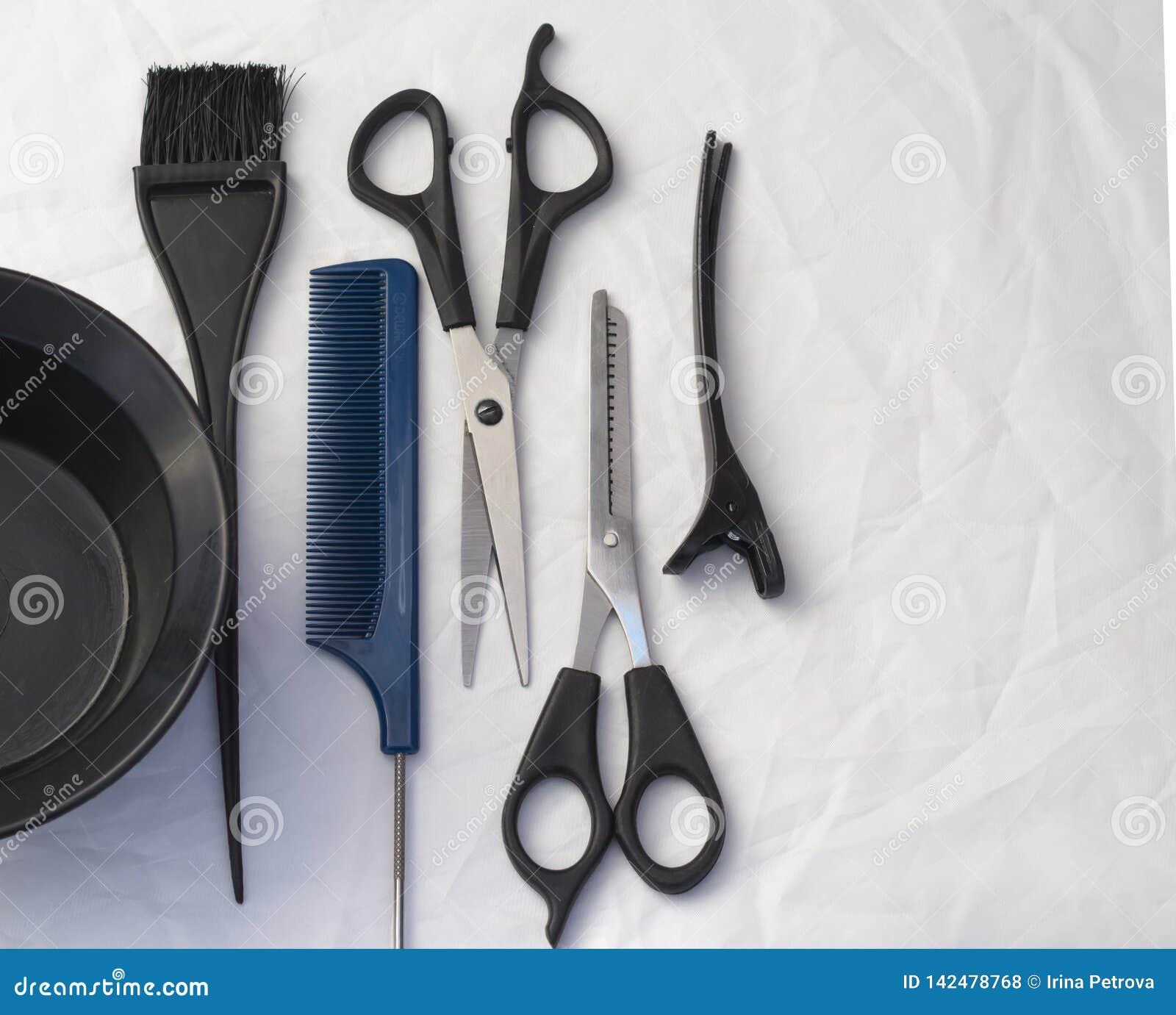 Composizione piana con gli strumenti professionali di lavoro di parrucchiere, con lo spazio della copia