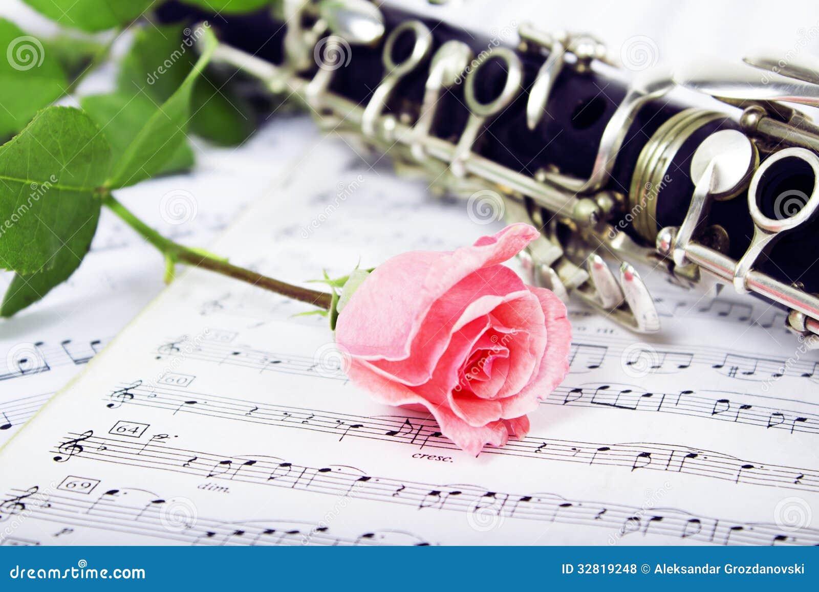 Composizione Rosa Nel Clarinetto Fotografie Stock Libere