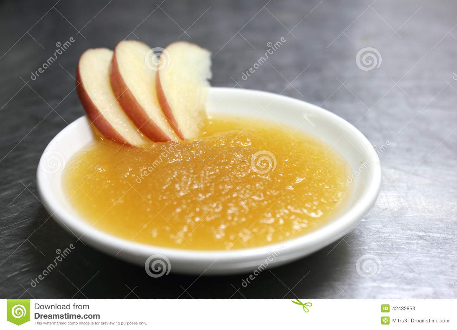 Compota de manzanas hecha en casa fresca