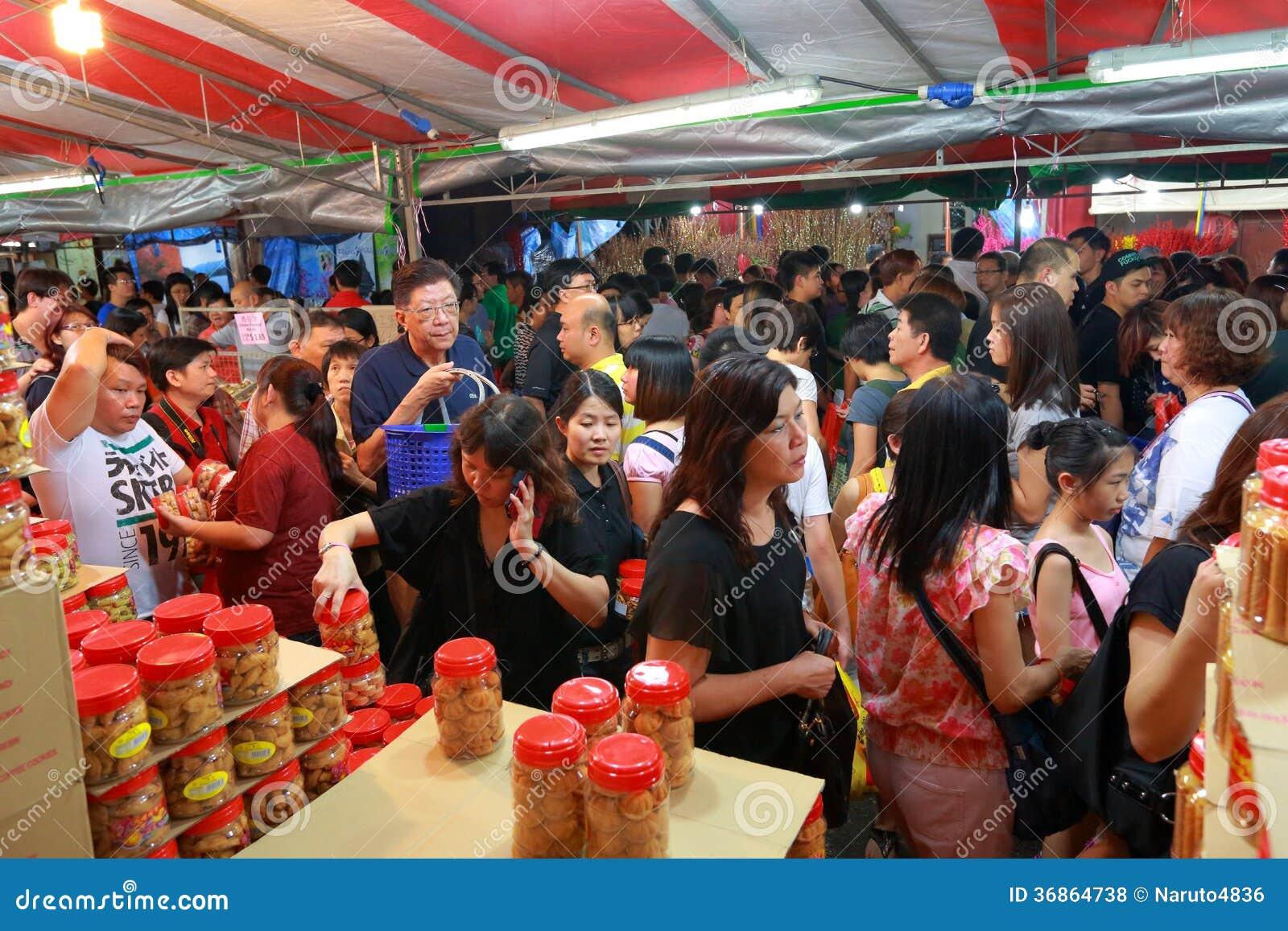 Compra lunar chinesa do ano novo do bairro chinês de Singapura
