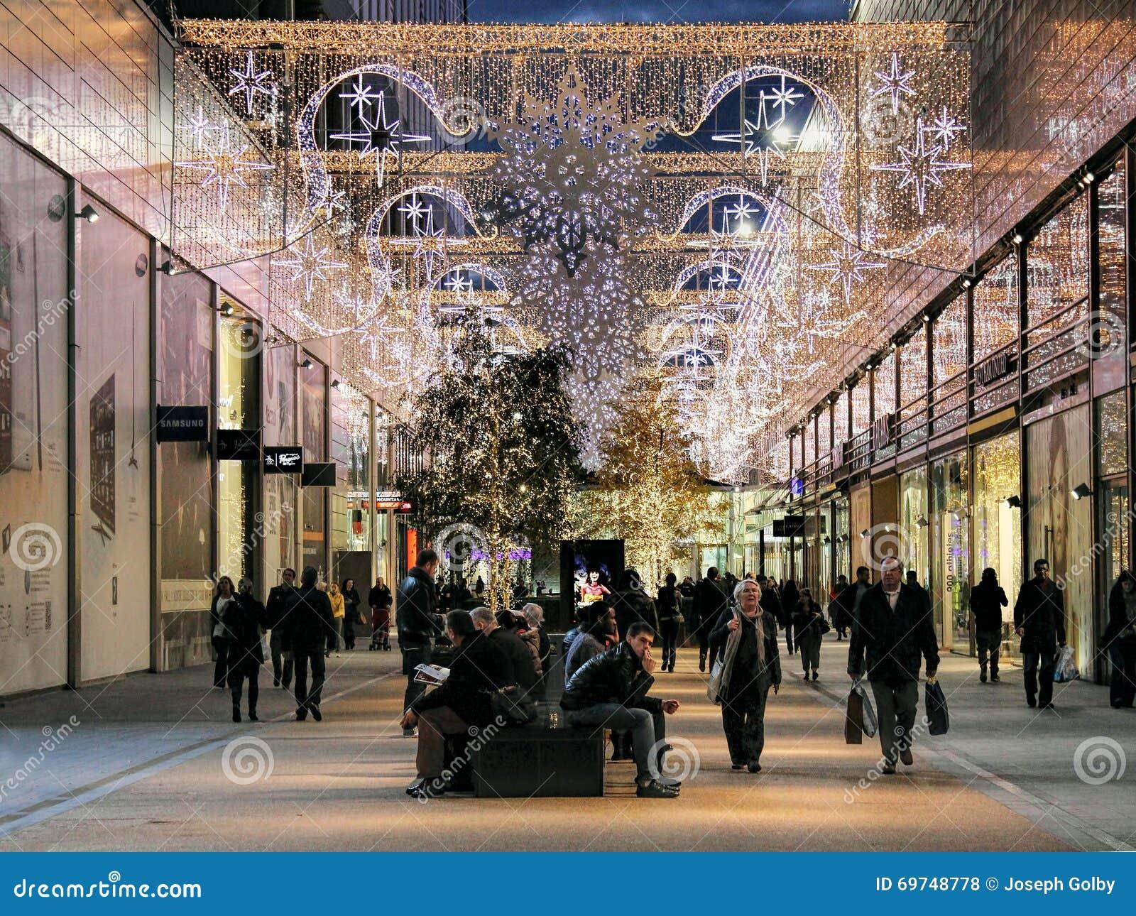 Compra tardio dos povos antes do Natal