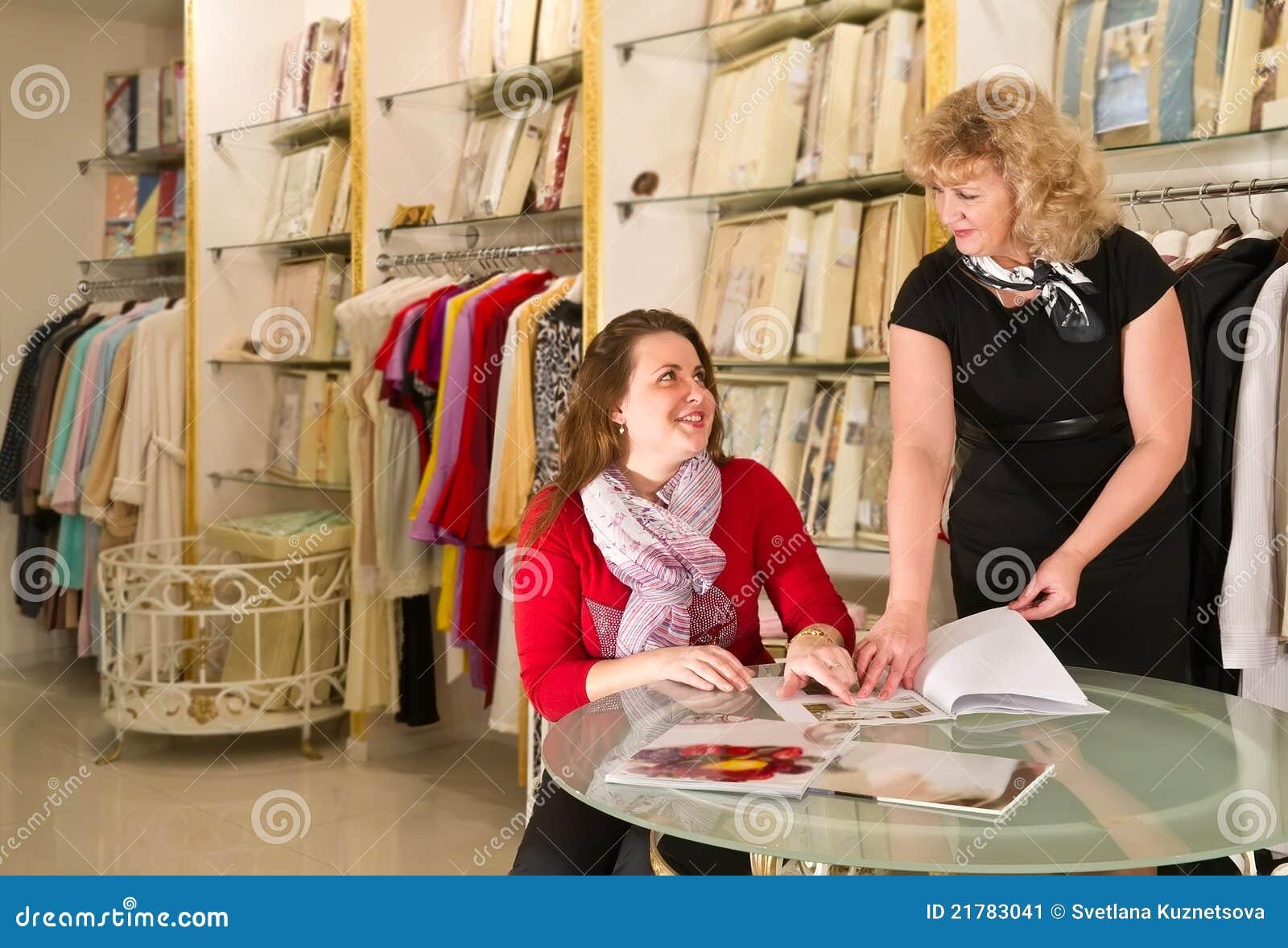 Comprador assistente na loja