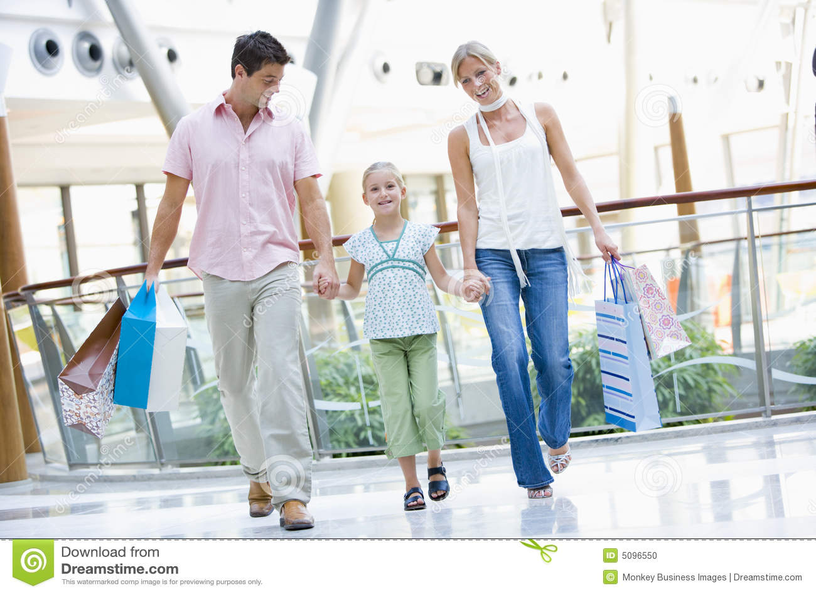 Compras de la familia en alameda