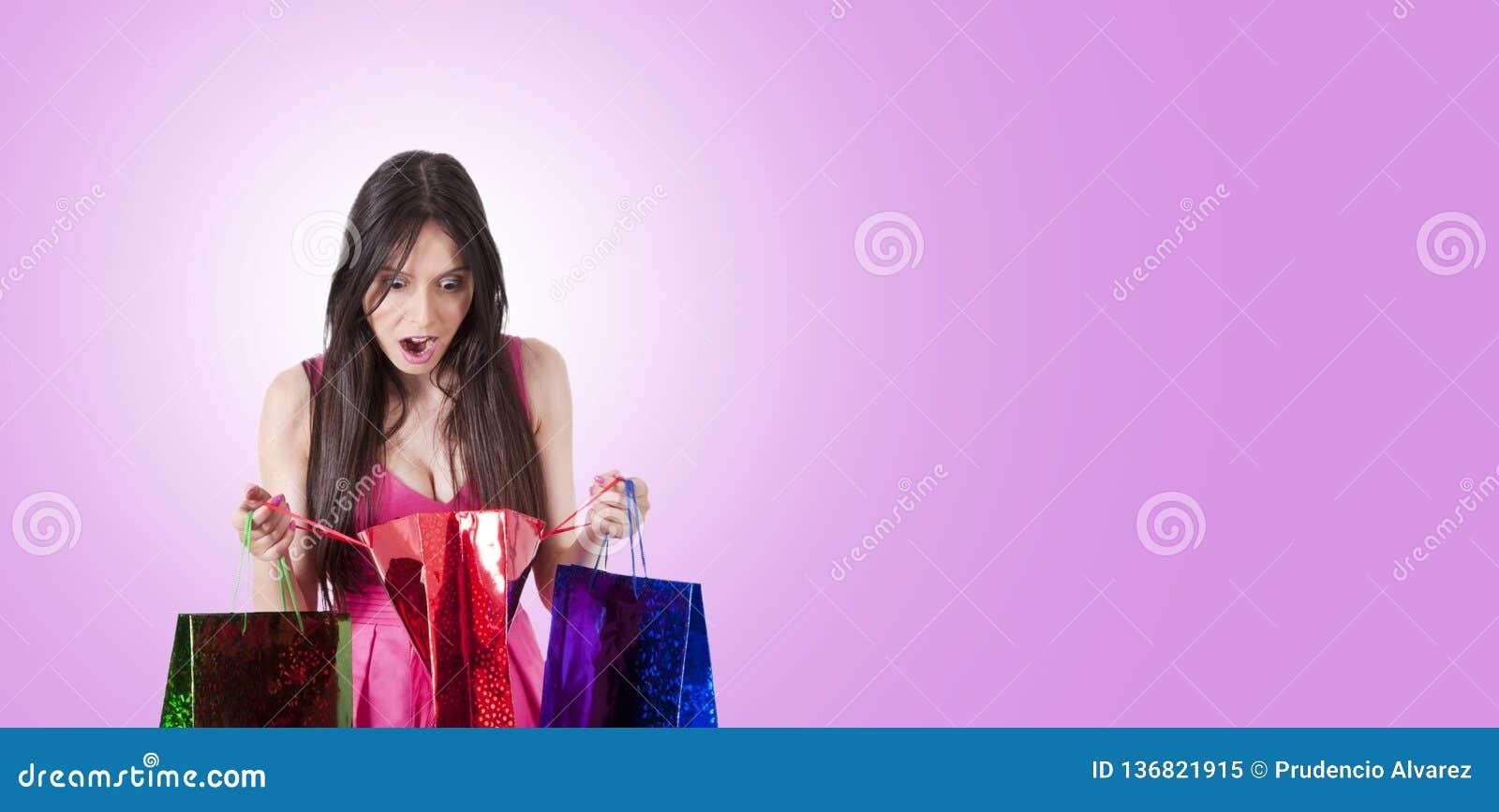 Compras sorprendidas de la mujer