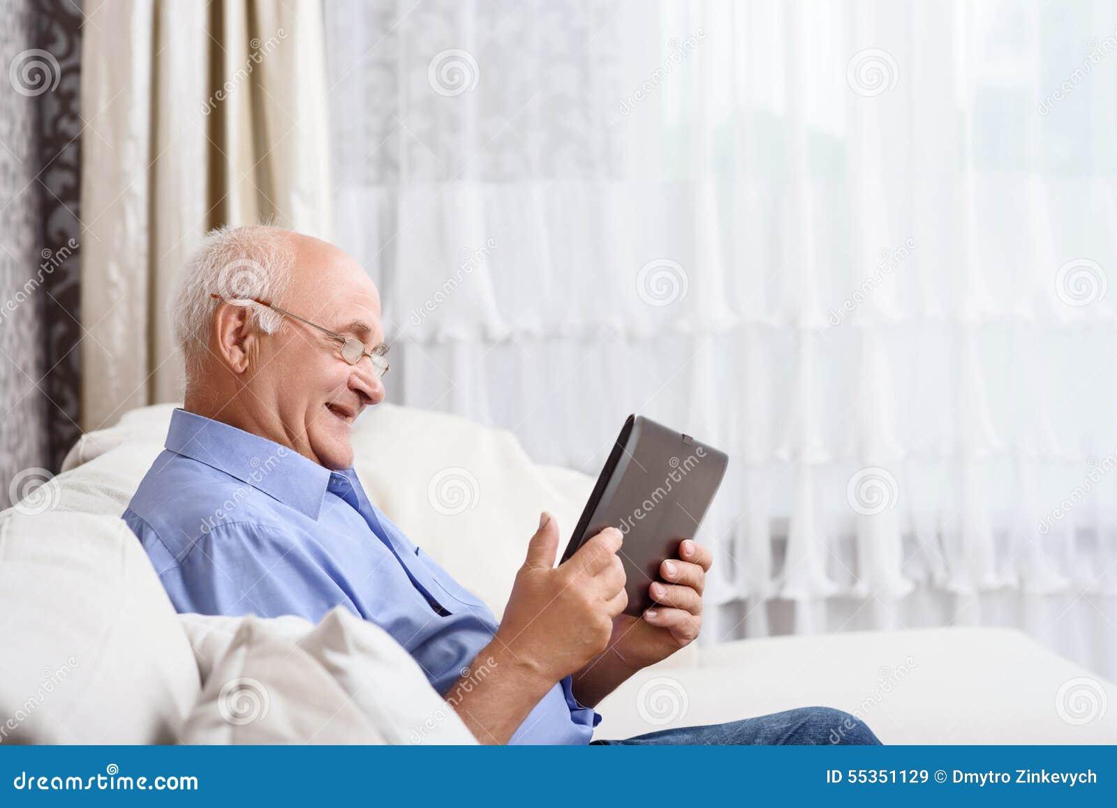 Compressa di seduta e della tenuta dell uomo senior