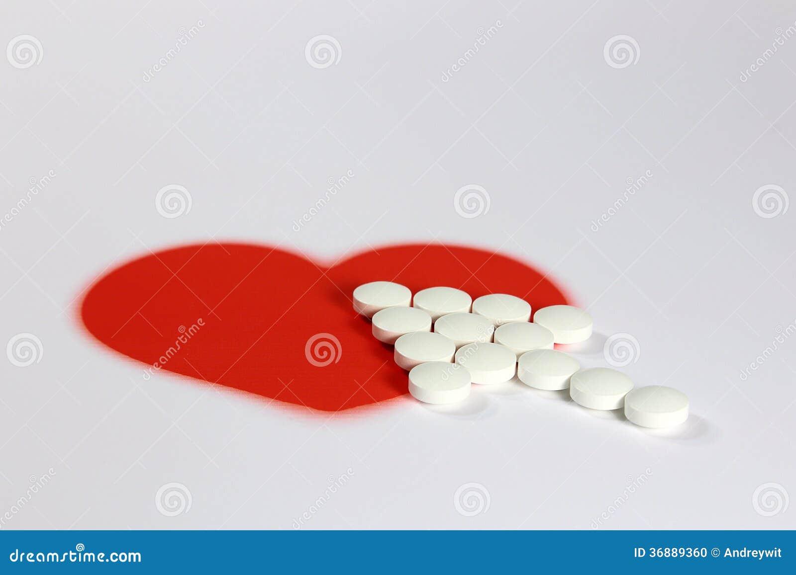 Download Compresse e un cuore rosso fotografia stock. Immagine di creativo - 36889360