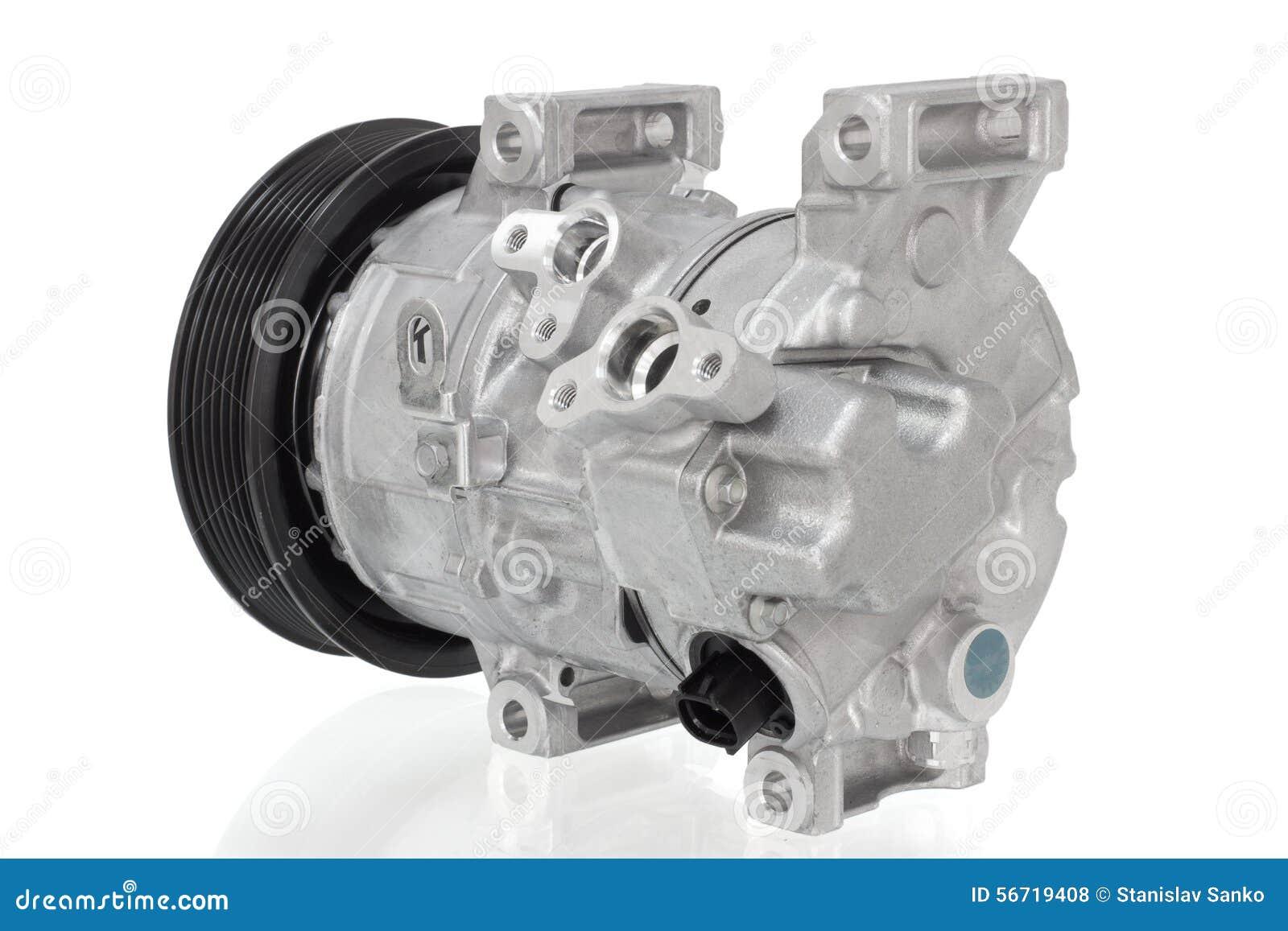 Compressore automobilistico del condizionamento d aria su un fondo bianco Parti dell automobile