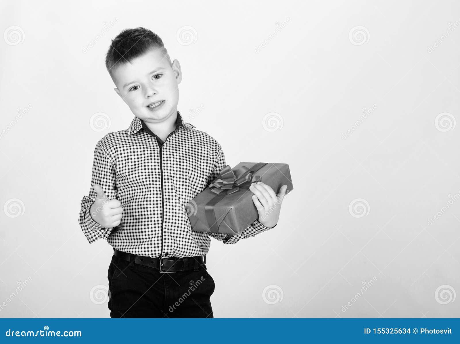 Compri i regali Contenitore di regalo della tenuta del ragazzino del bambino Natale o regalo di compleanno Vendita stagionale di