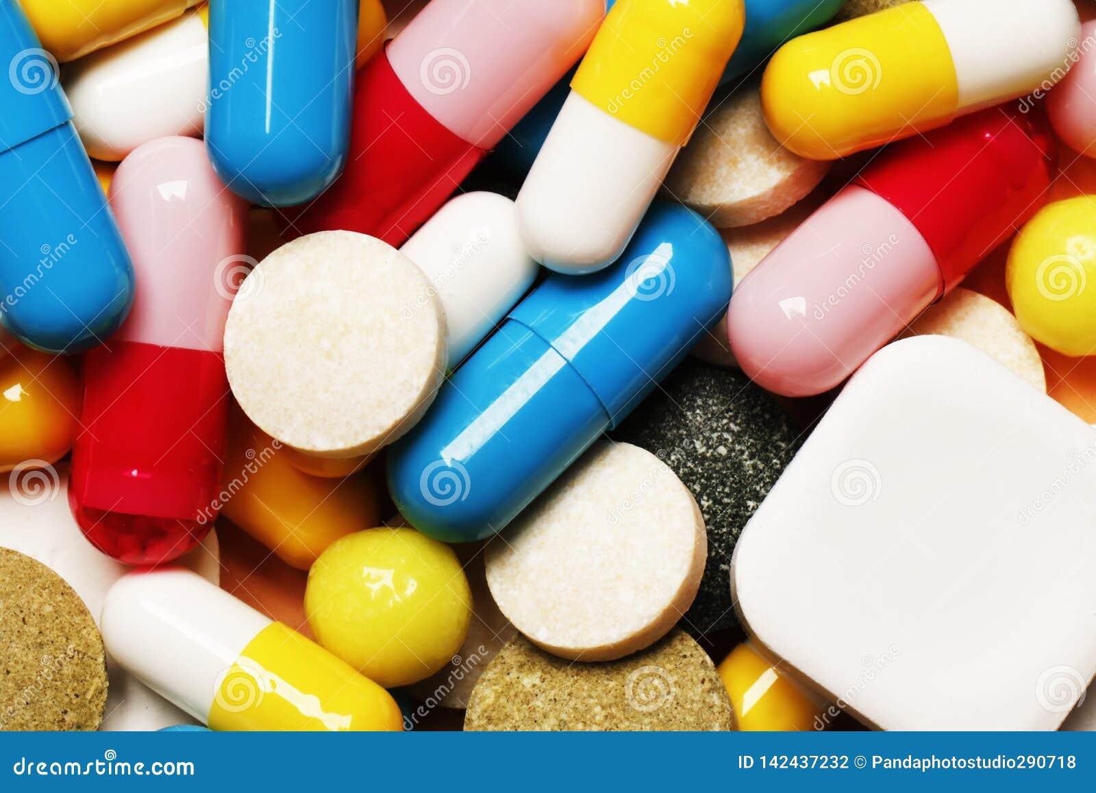 Comprimidos como um fundo Vitaminas e antibióticos