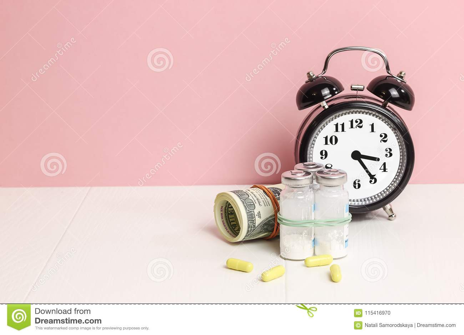 Comprimidos da medicina ou cápsulas, vitamina com dinheiro, dólar Médico ou farmácia