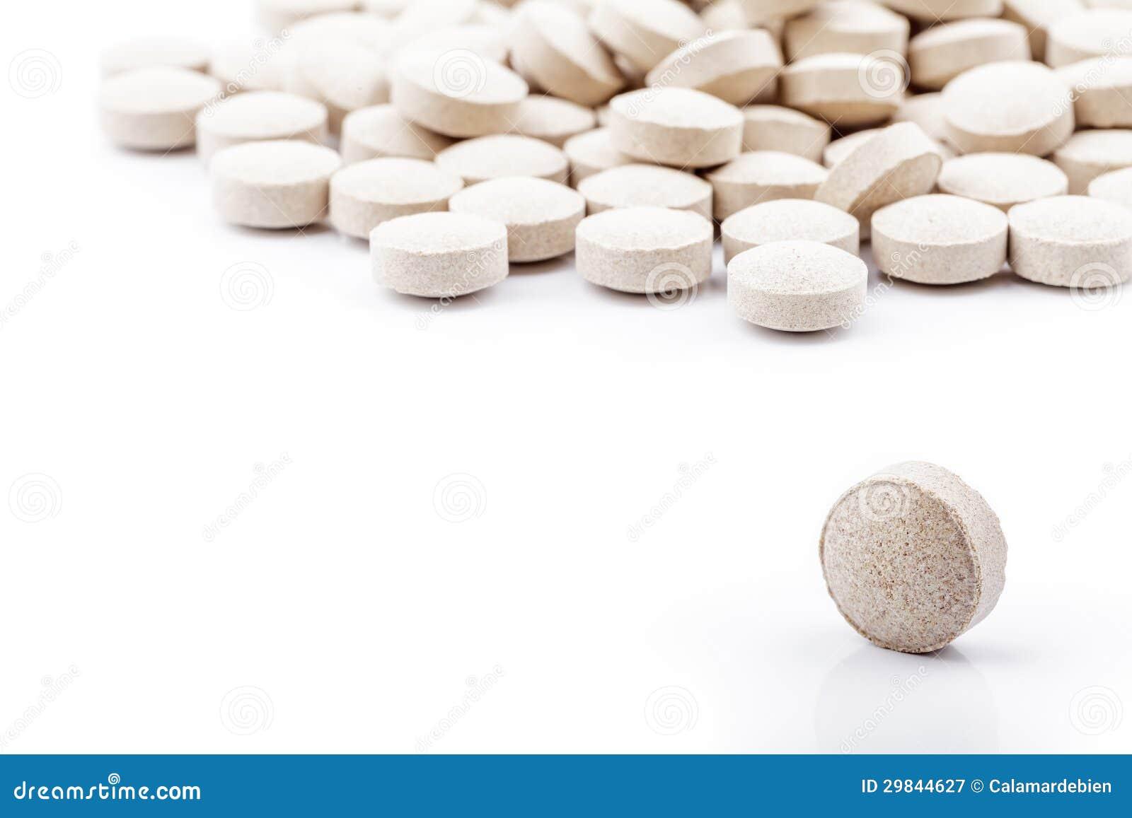 Comprimidos no fundo branco