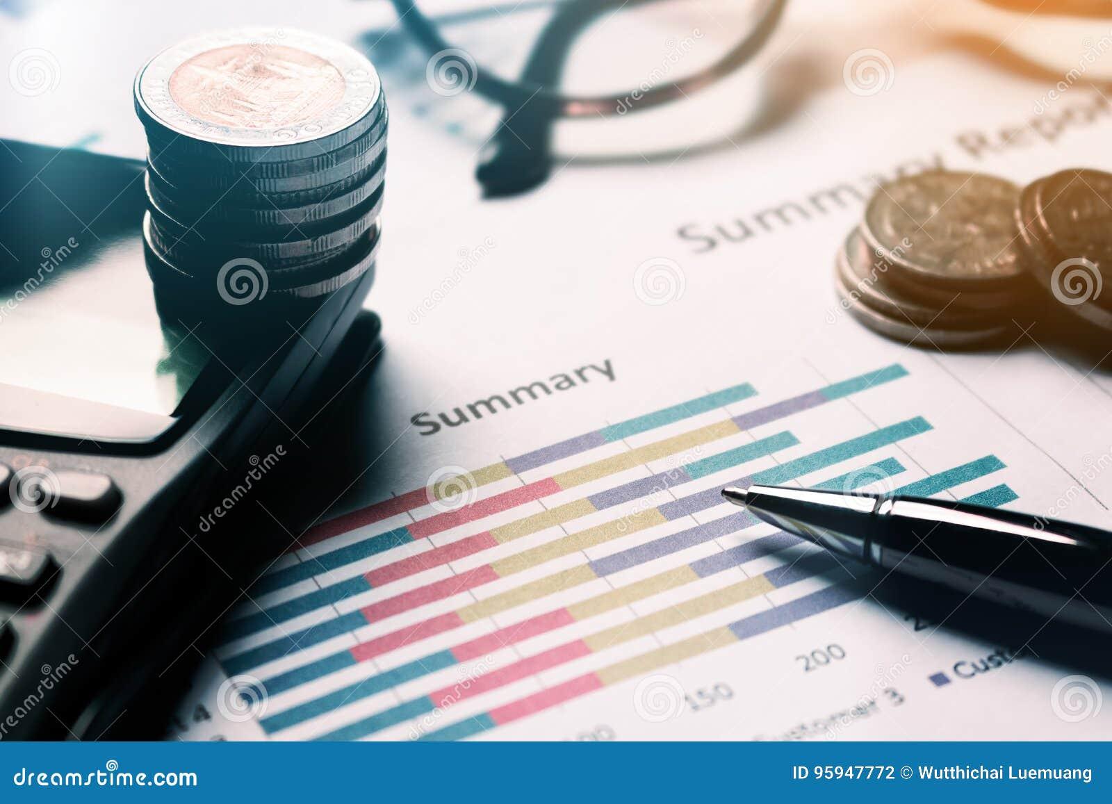 Compte rendu succinct et gestion d équipement d affaires financière sur le bureau