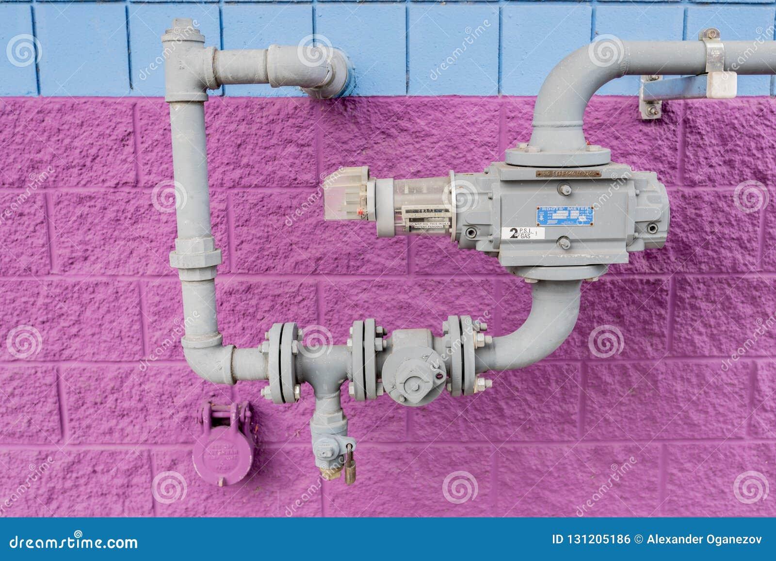 Compteur à gaz naturel sur un tuyau