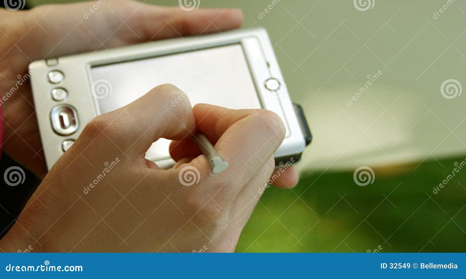 Computador e mãos