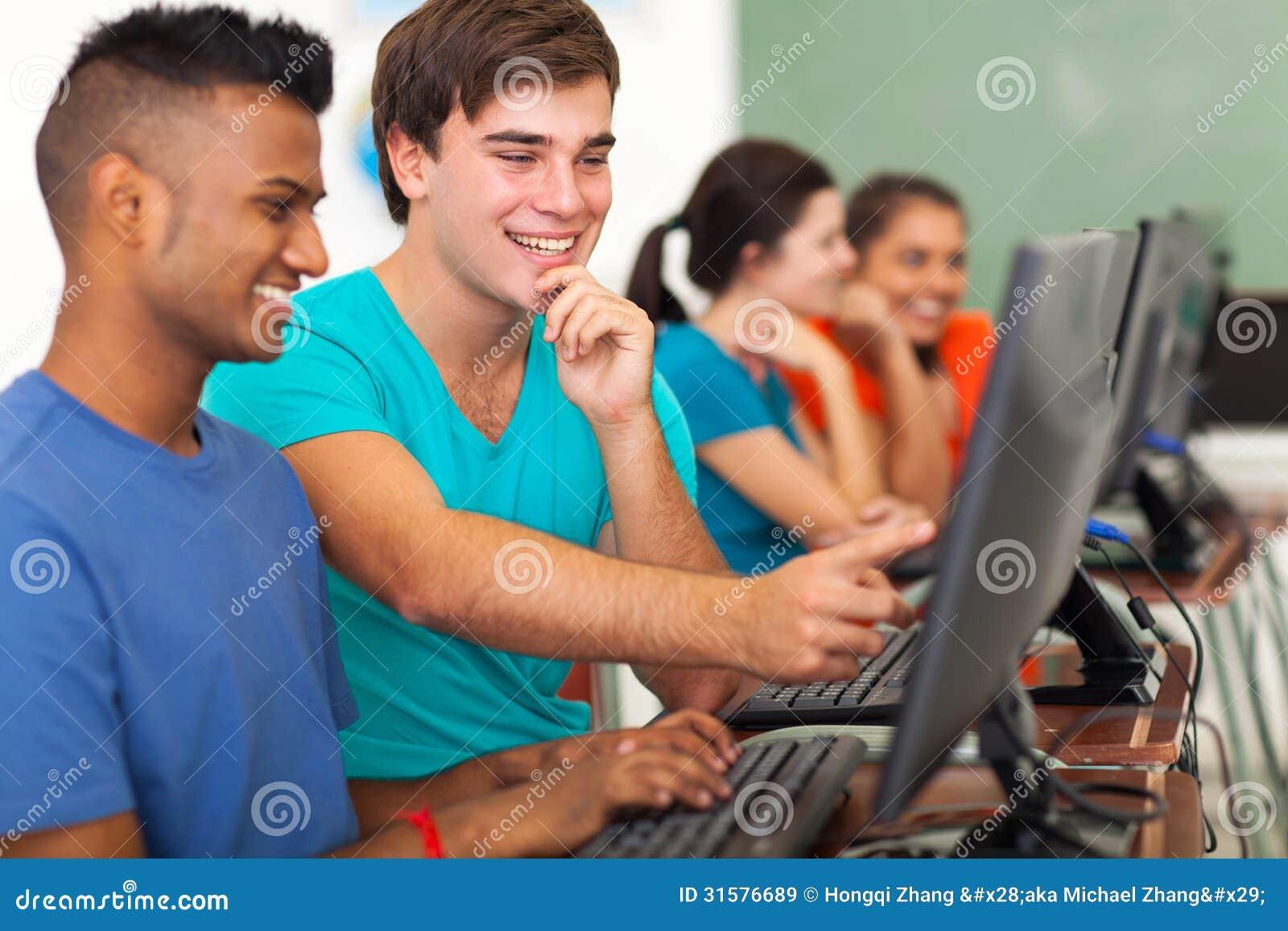 Computer dello studente maschio