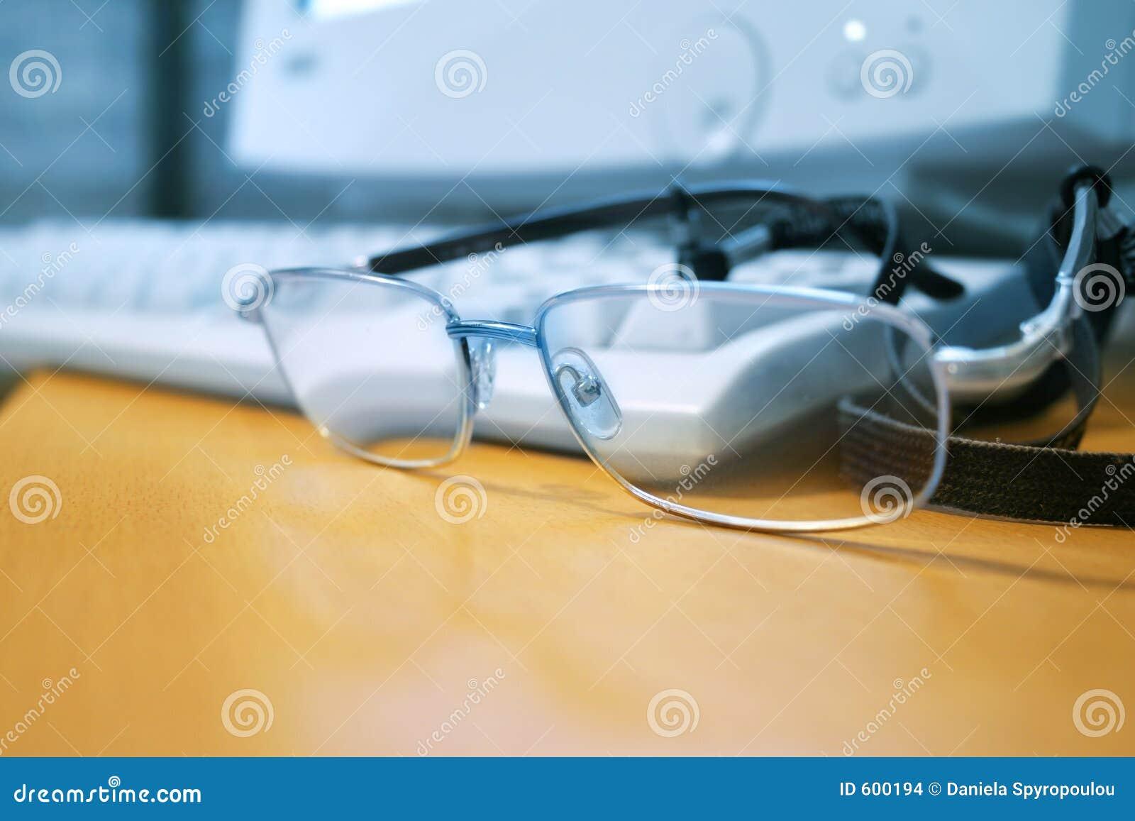 Computer en glazen