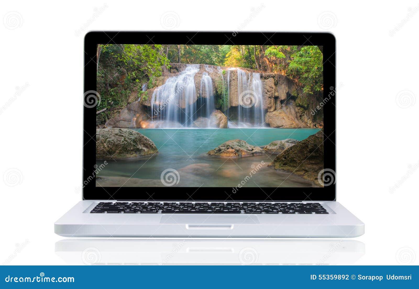 Computer portatile con la cascata di Erawan del paesaggio