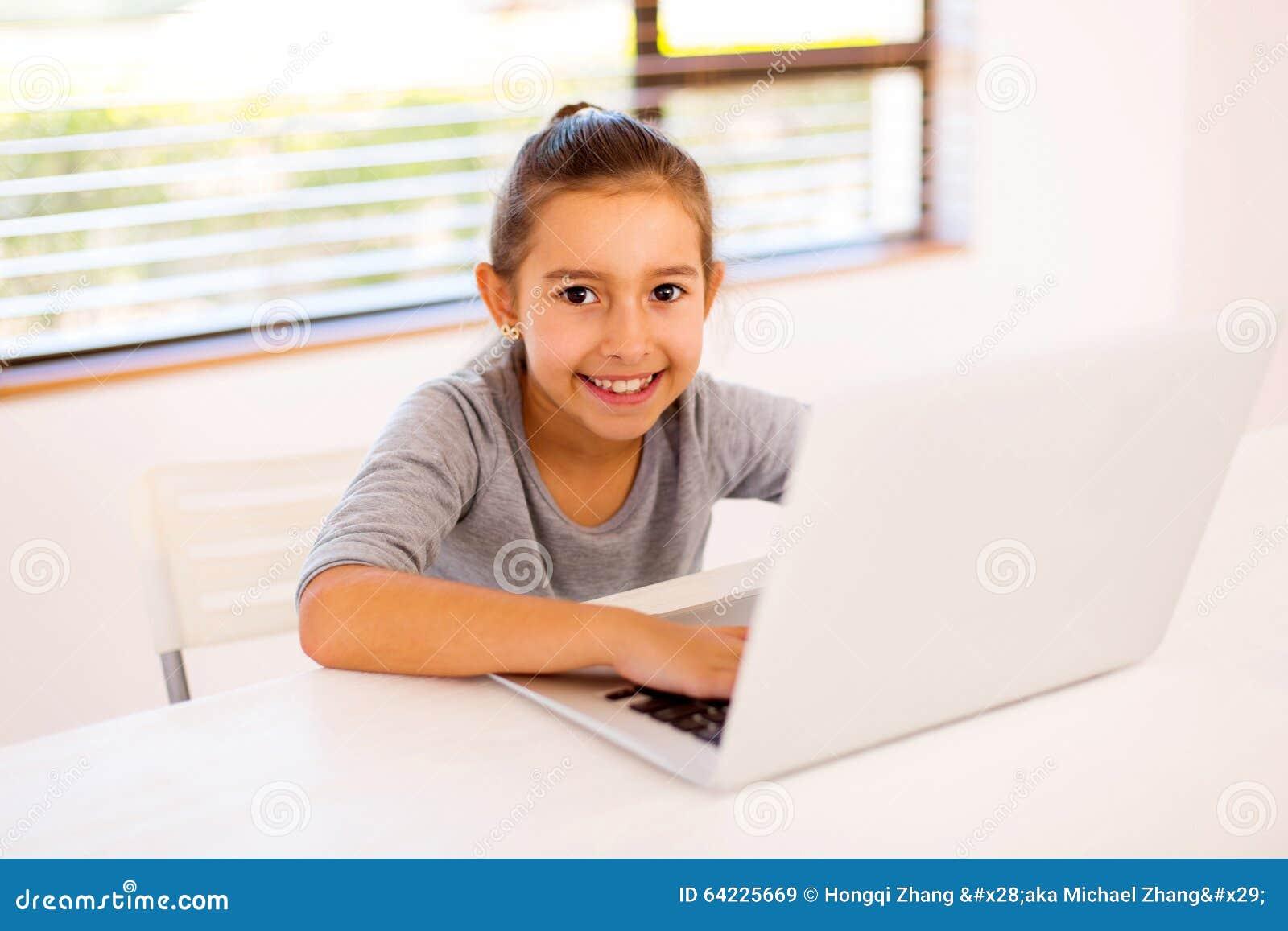 Computer portatile della bambina