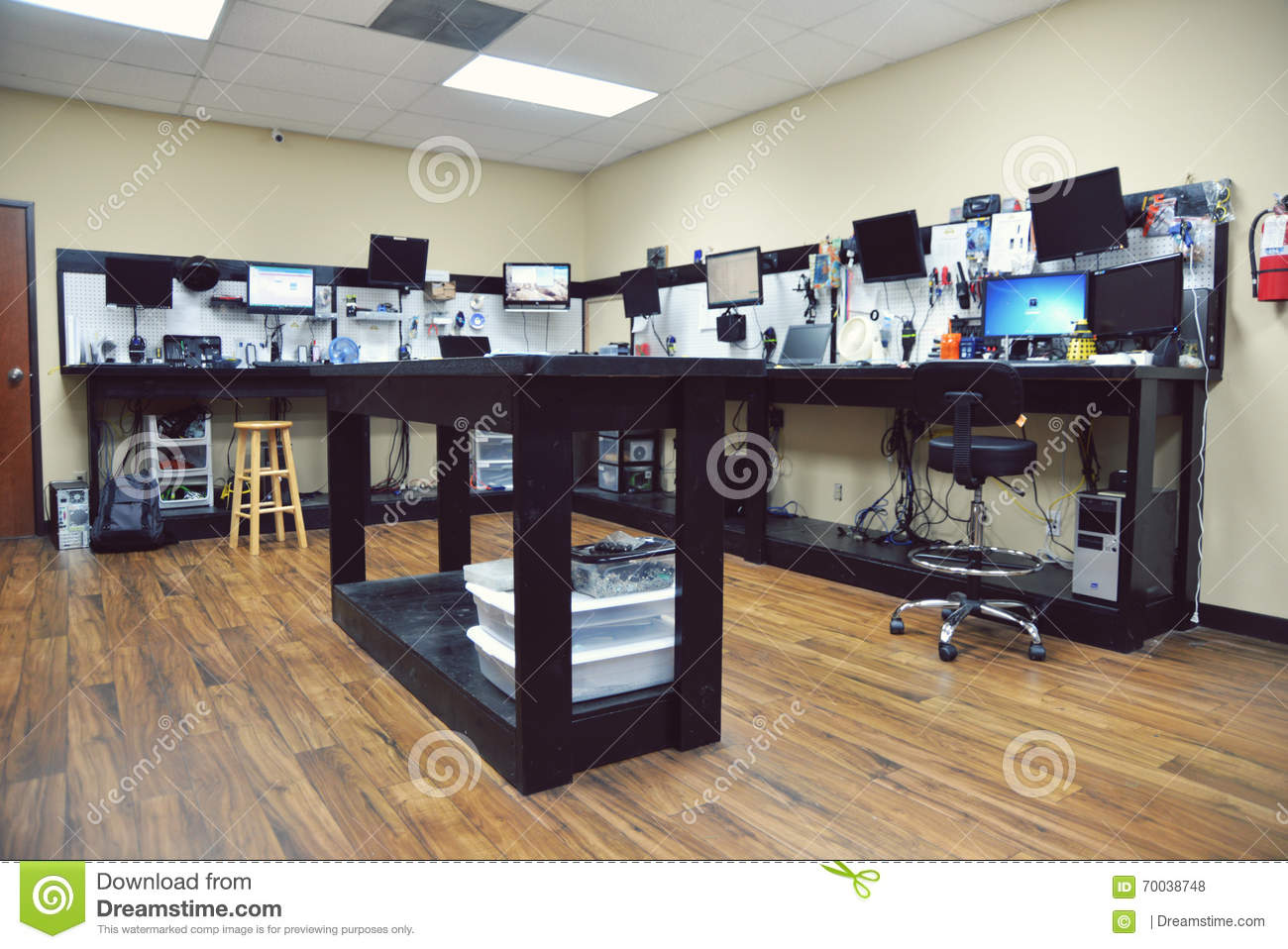 computer shop editorial stock photo image of work keyboards 70038748. Black Bedroom Furniture Sets. Home Design Ideas