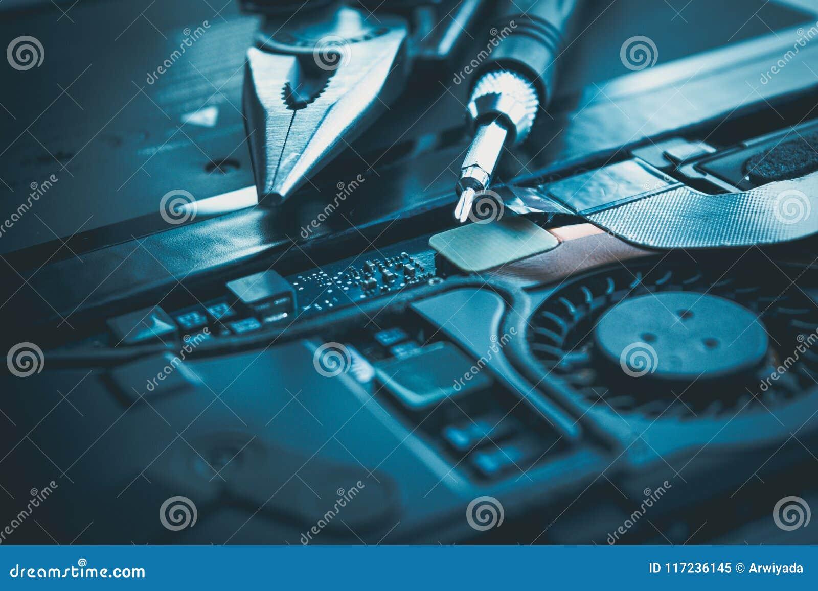 Computerlaptop reparatieraad en het conceptenhardware o van de spaanderkring