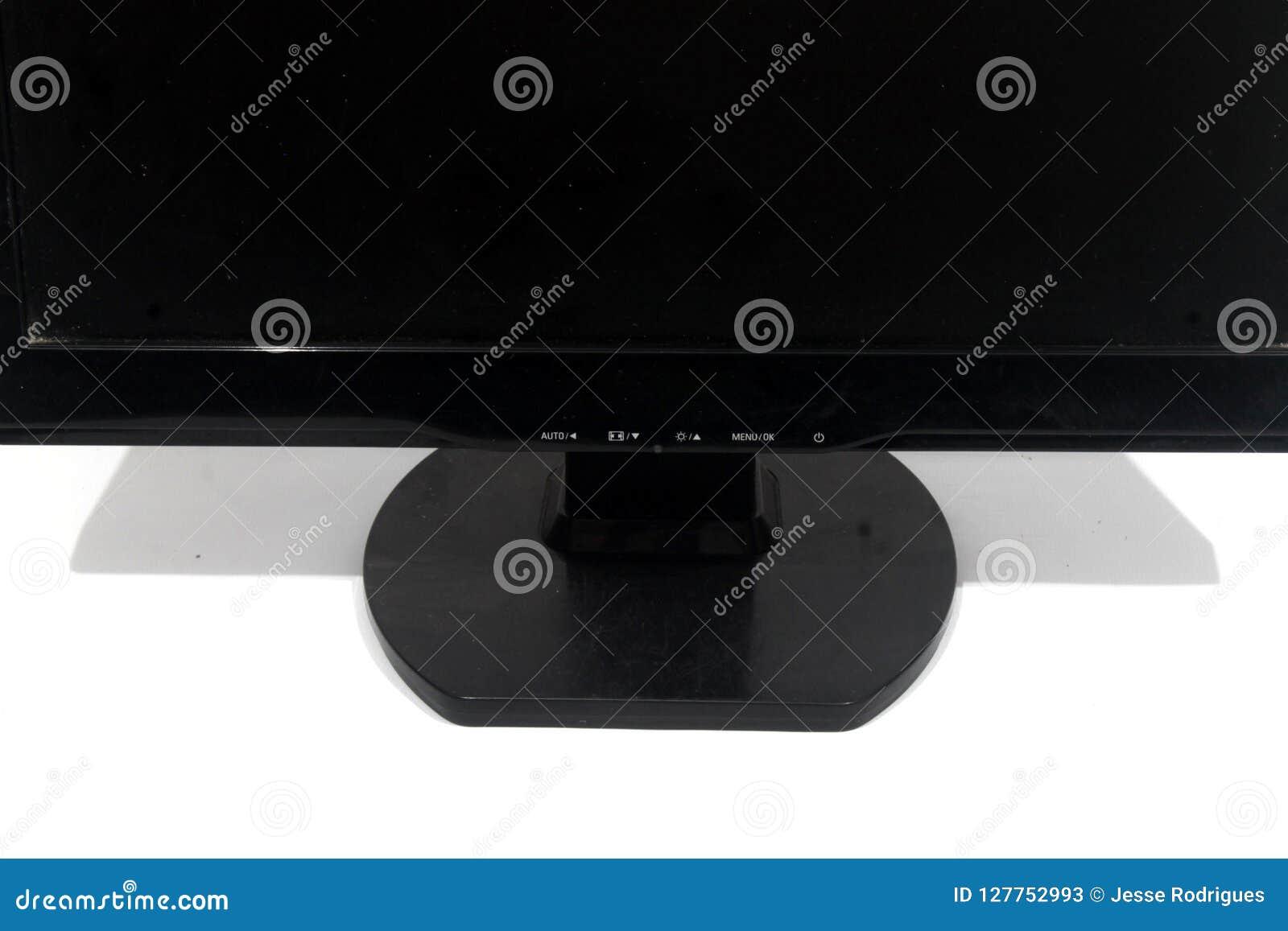 Computermonitor op een witte achtergrond wordt geïsoleerd die