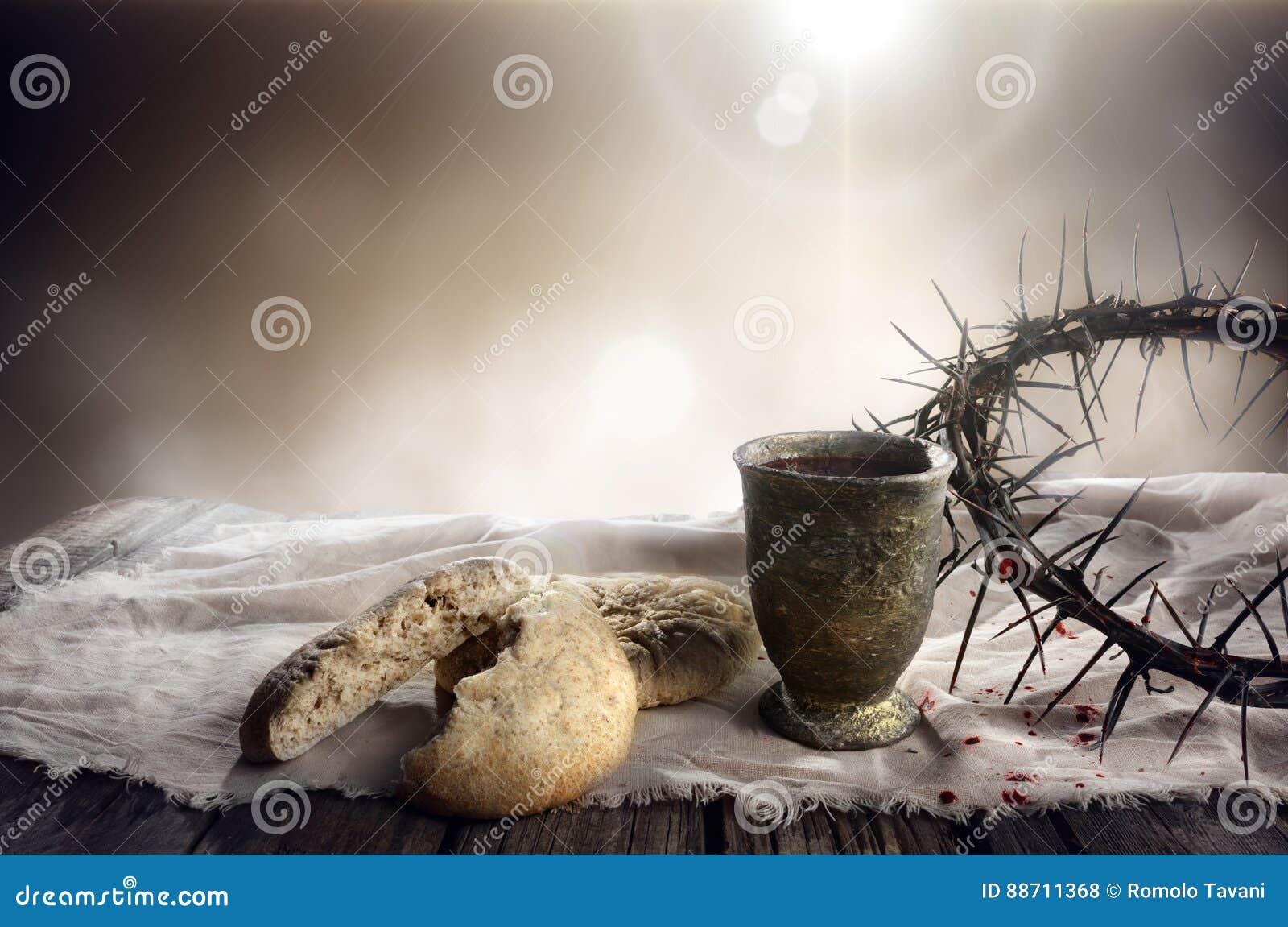 Comunhão e paixão - cálice do pão ázimo do vinho e da coroa