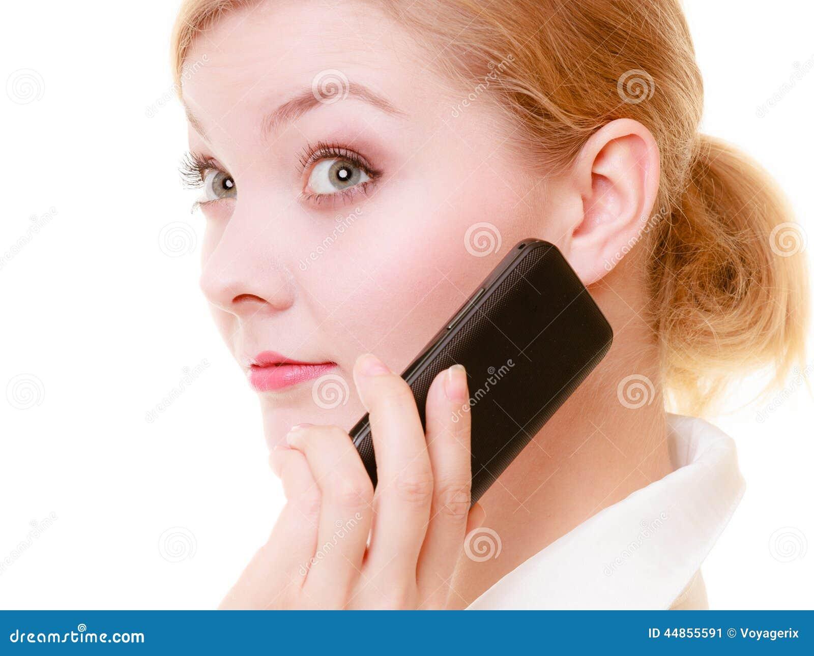 Comunicación Empresaria que habla en el teléfono celular