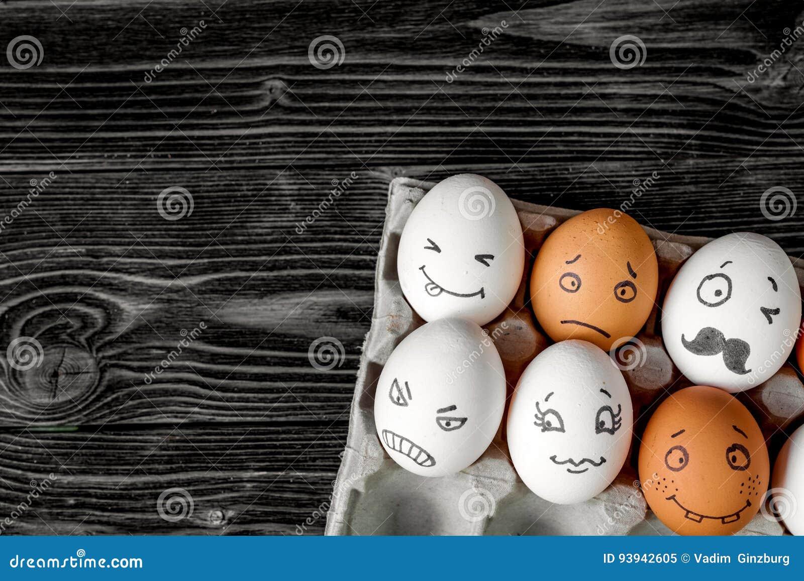 Comunicazione delle reti sociali di concetto ed emozioni - uova
