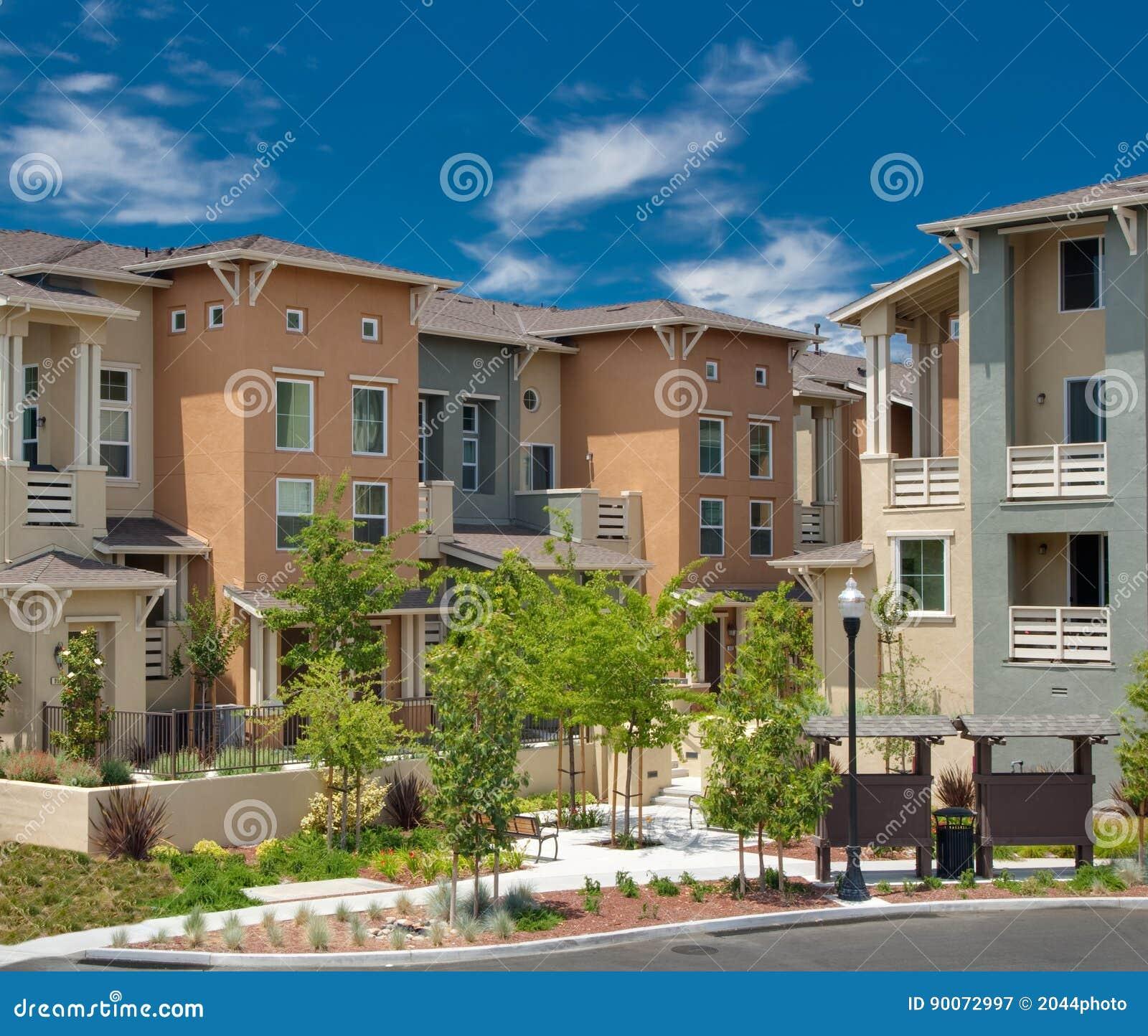 A comunidade residencial do condomínio da Multi-família