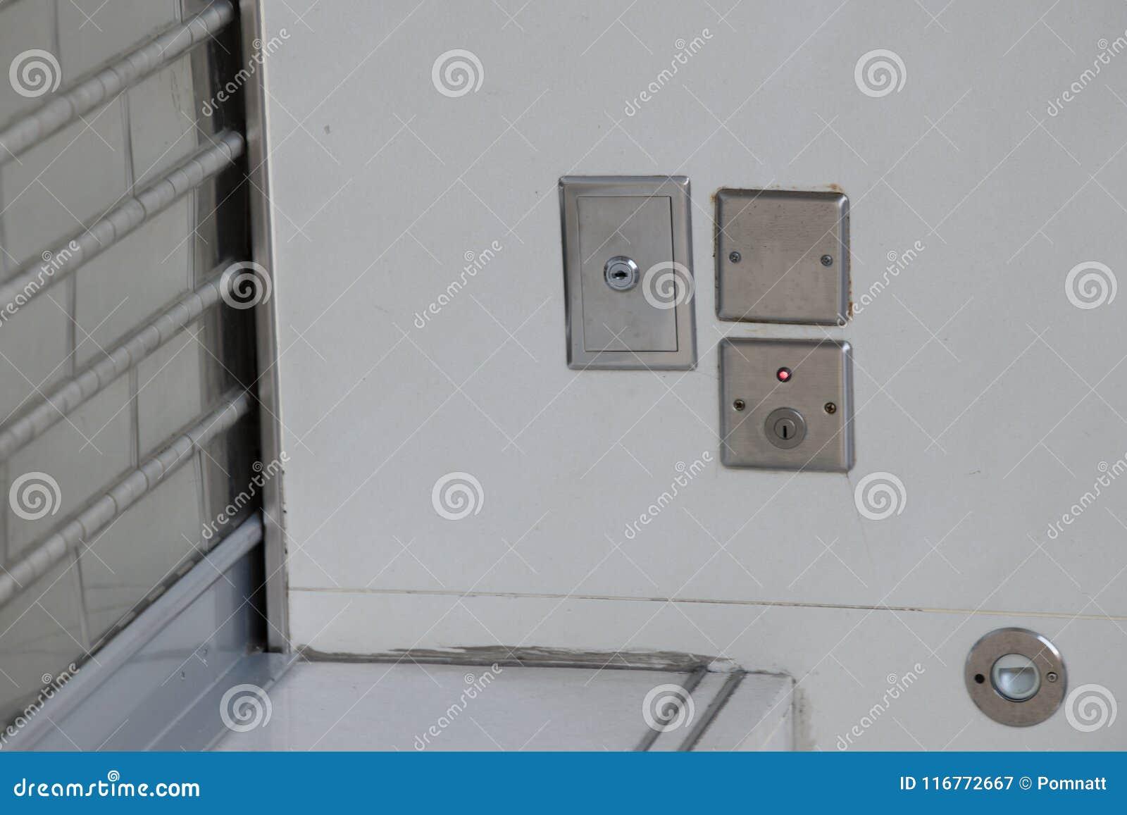 Comute o obturador de rolamento de aço chave