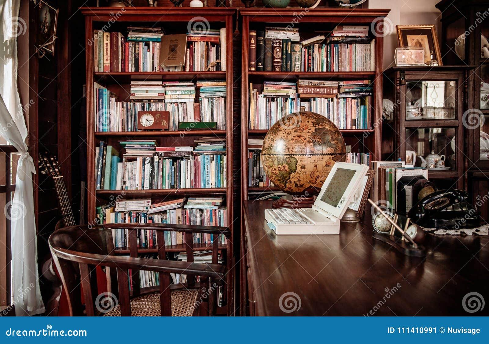 Conce de madera r stico retro de la decoraci n interior de for Muebles encantadores del pais elegante