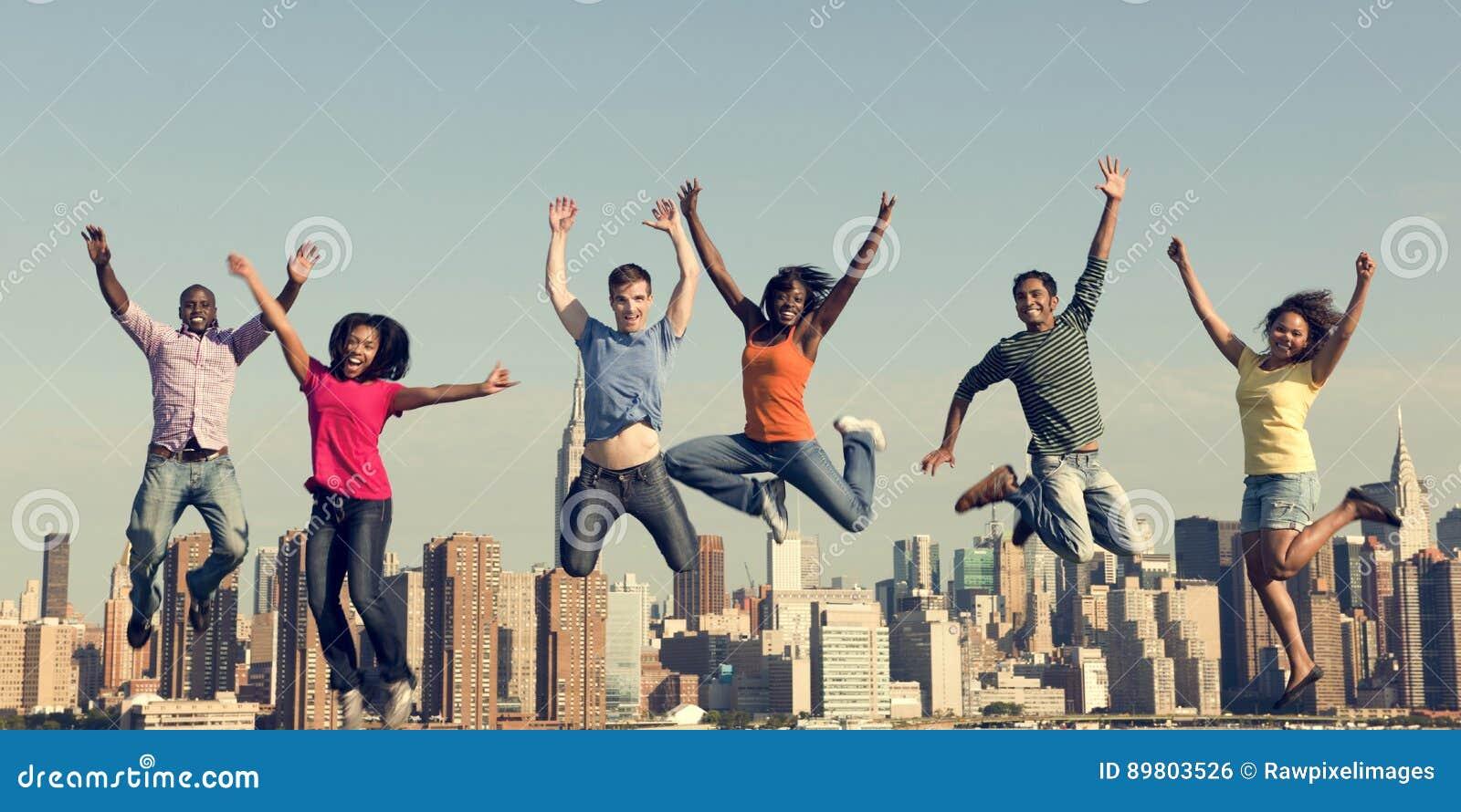 Conceito alegre da celebração do sucesso da felicidade dos povos