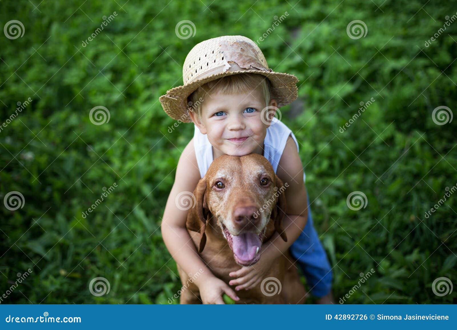 conceito amizade entre o ser humano e o animal foto de stock