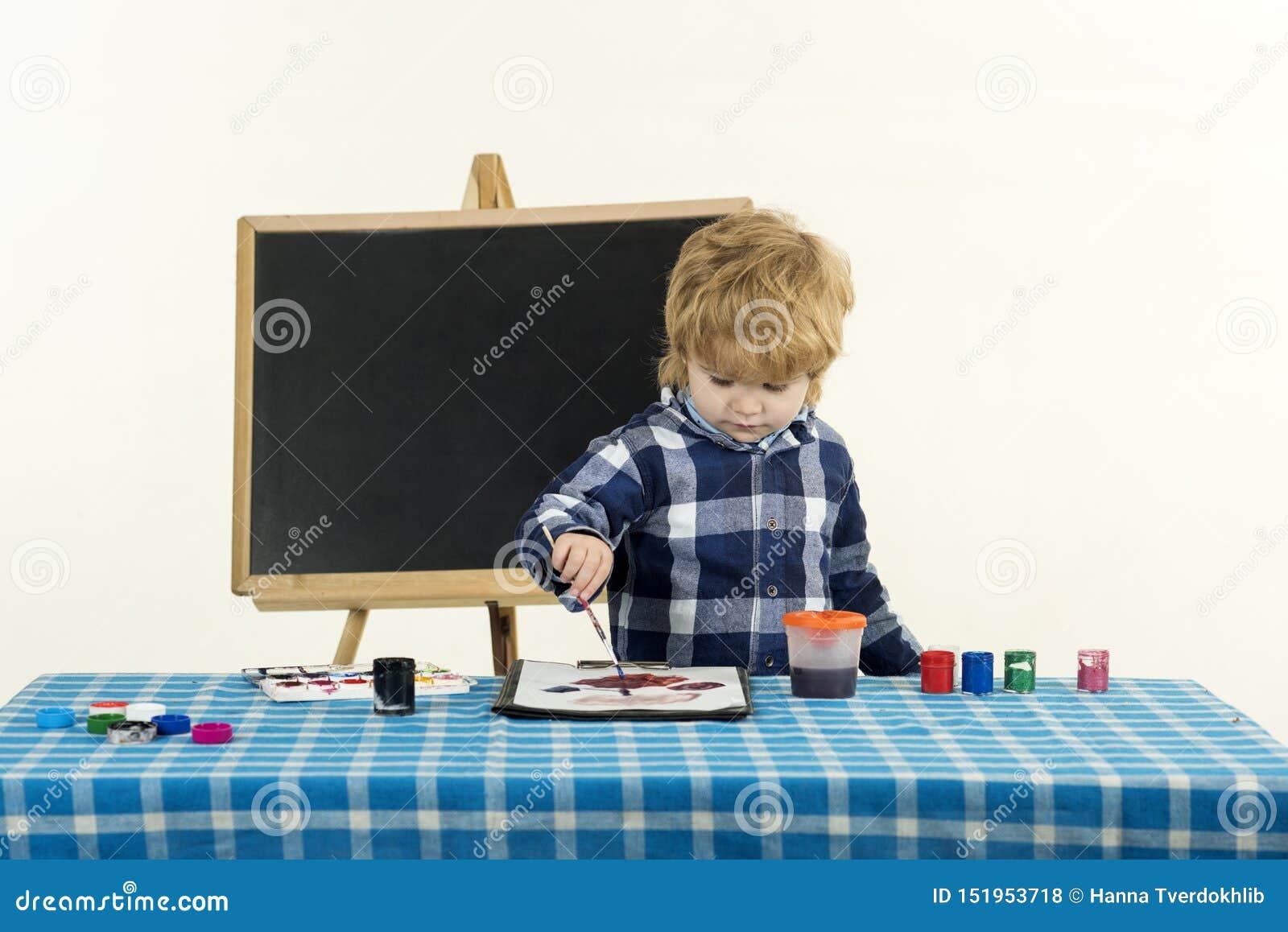 Conceito da arte da escola verão da criança em idade pré-escolar Escola preliminar Educa??o criativa