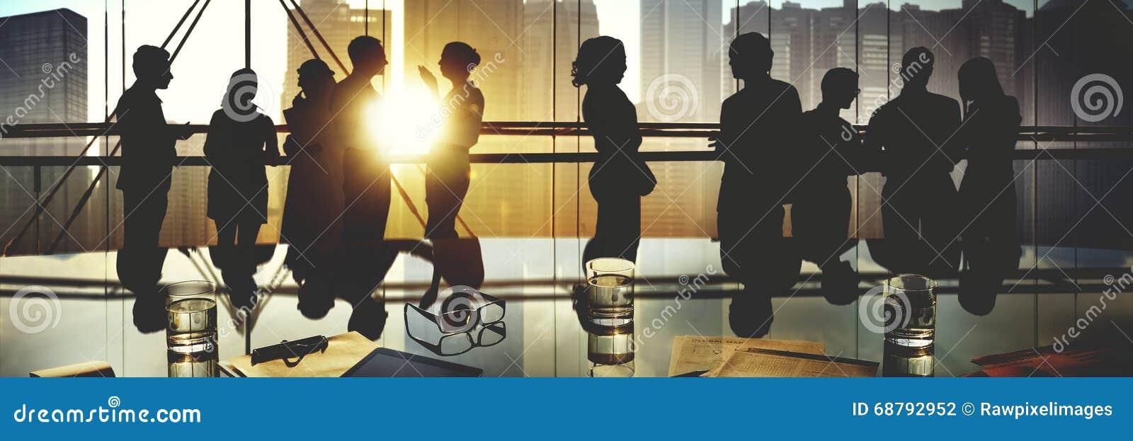 Conceito da discussão da reunião de funcionamento dos povos do escritório para negócios