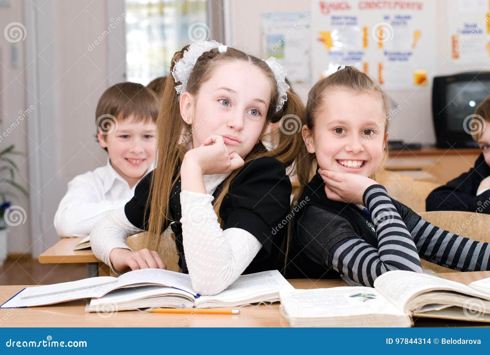 Conceito da educação - eduque estudantes na classe
