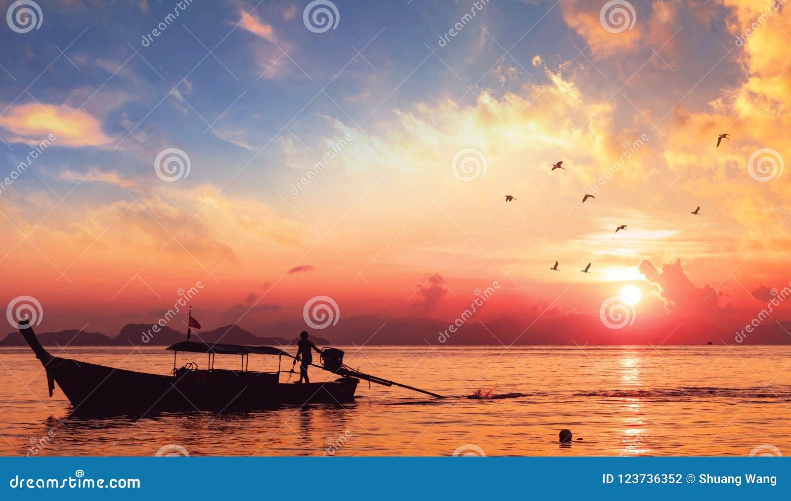 Conceito da proteção ambiental: Paisagem da silhueta do barco de rio do por do sol