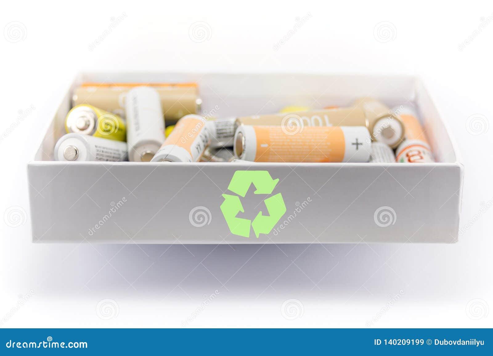 Conceito da reciclagem da bateria