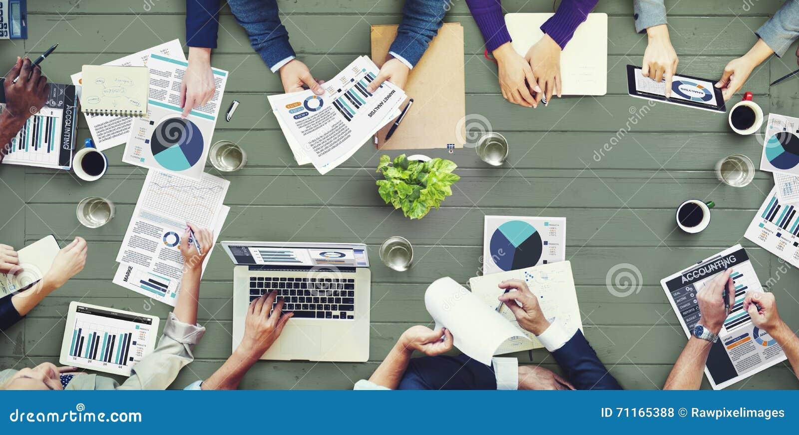 Conceito da reunião de negócios da contabilidade da análise de mercado