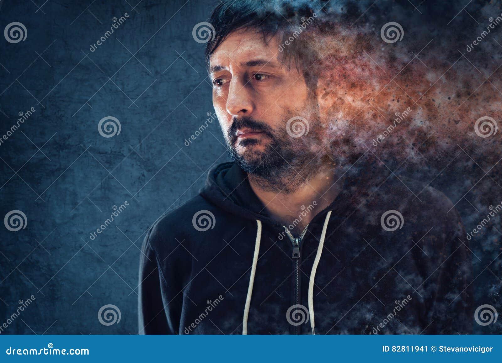 Conceito da saúde mental com o homem depressivo que dissolve-se